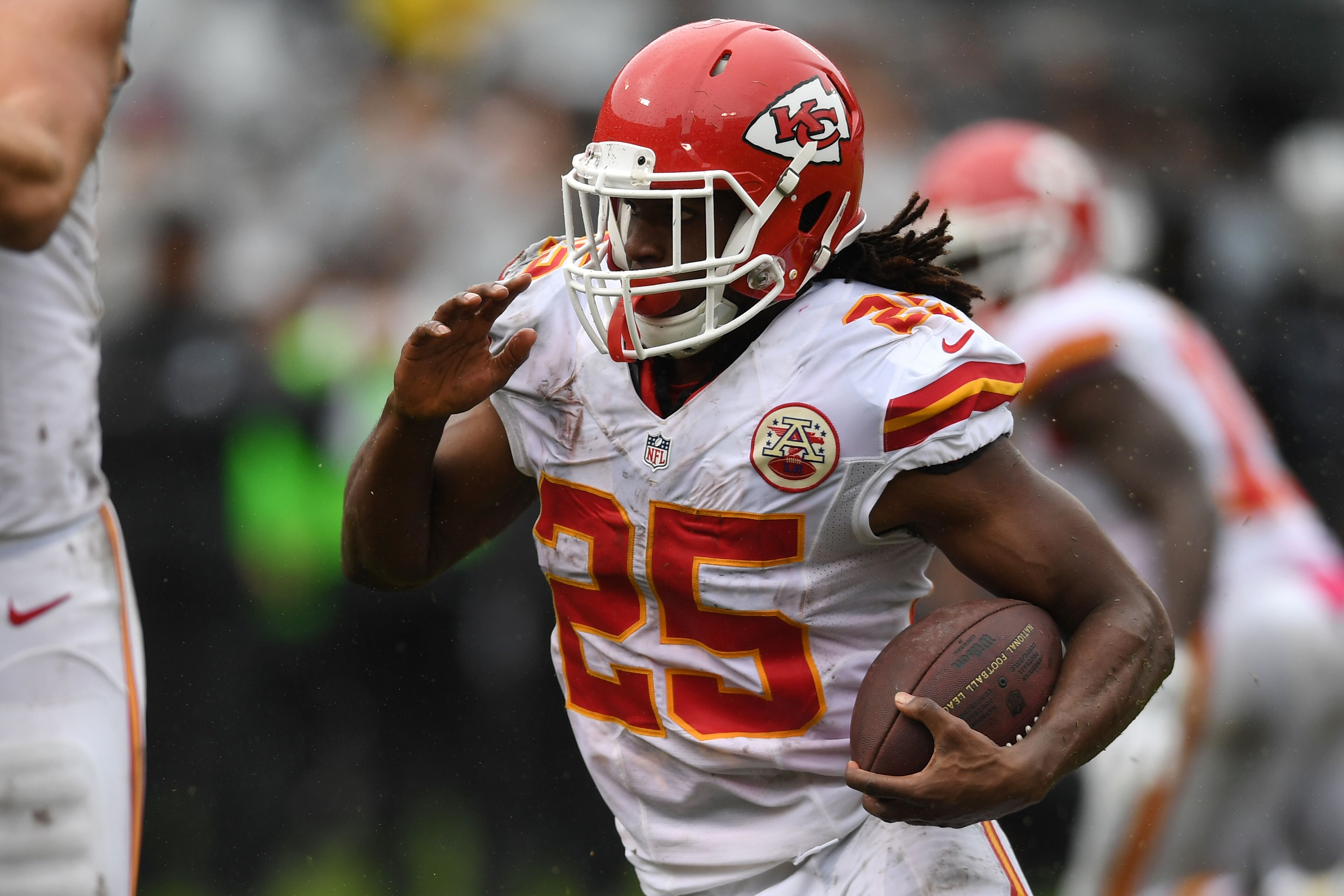 """Jamaal Charles thanks """"best fan base in the world"""" in goodbye to NFL"""