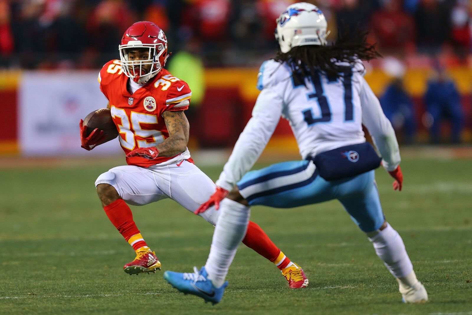 Former Chiefs running back Charcandrick West joins Indianapolis Colts