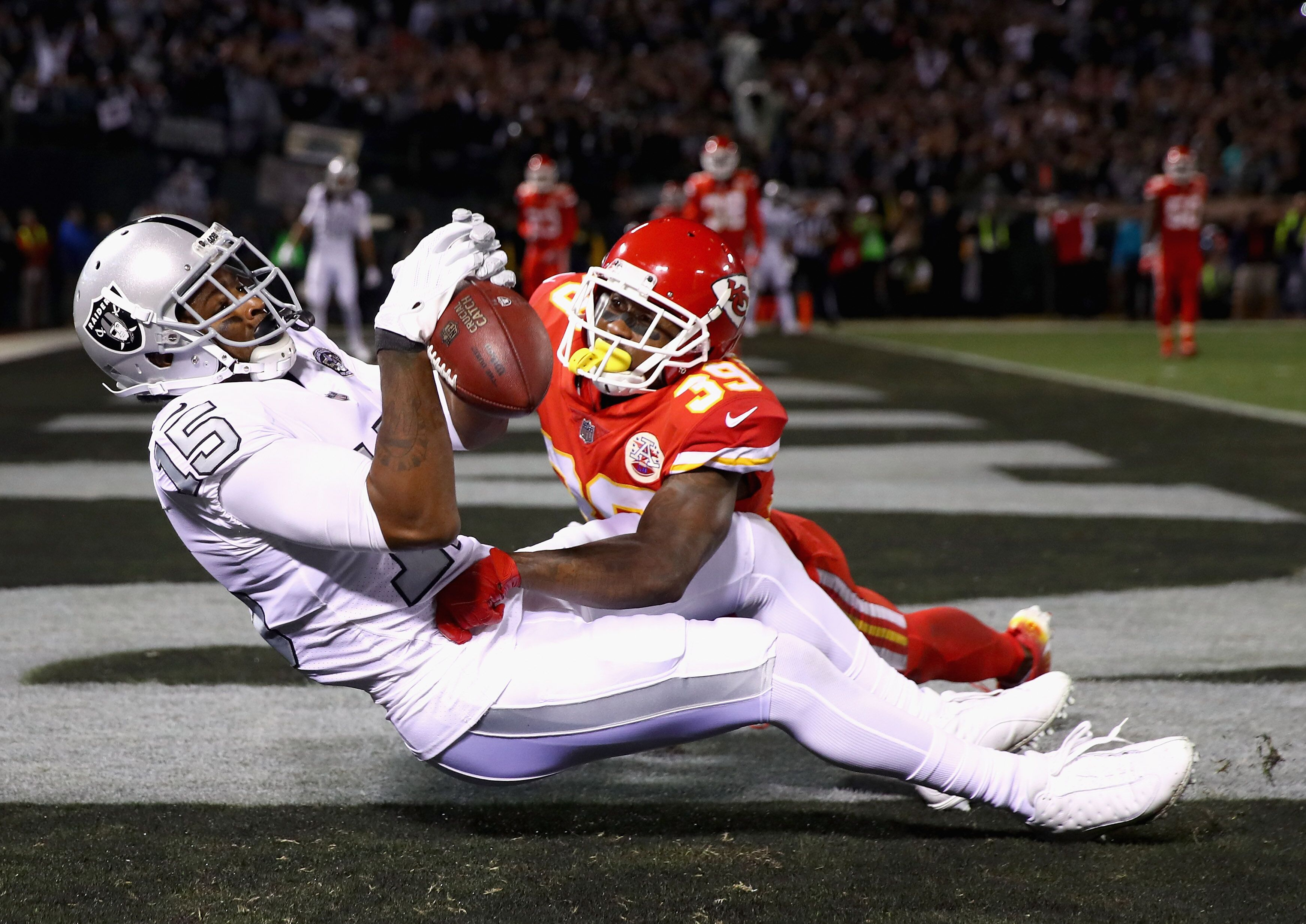 867546392-kansas-city-chiefs-v-oakland-raiders.jpg
