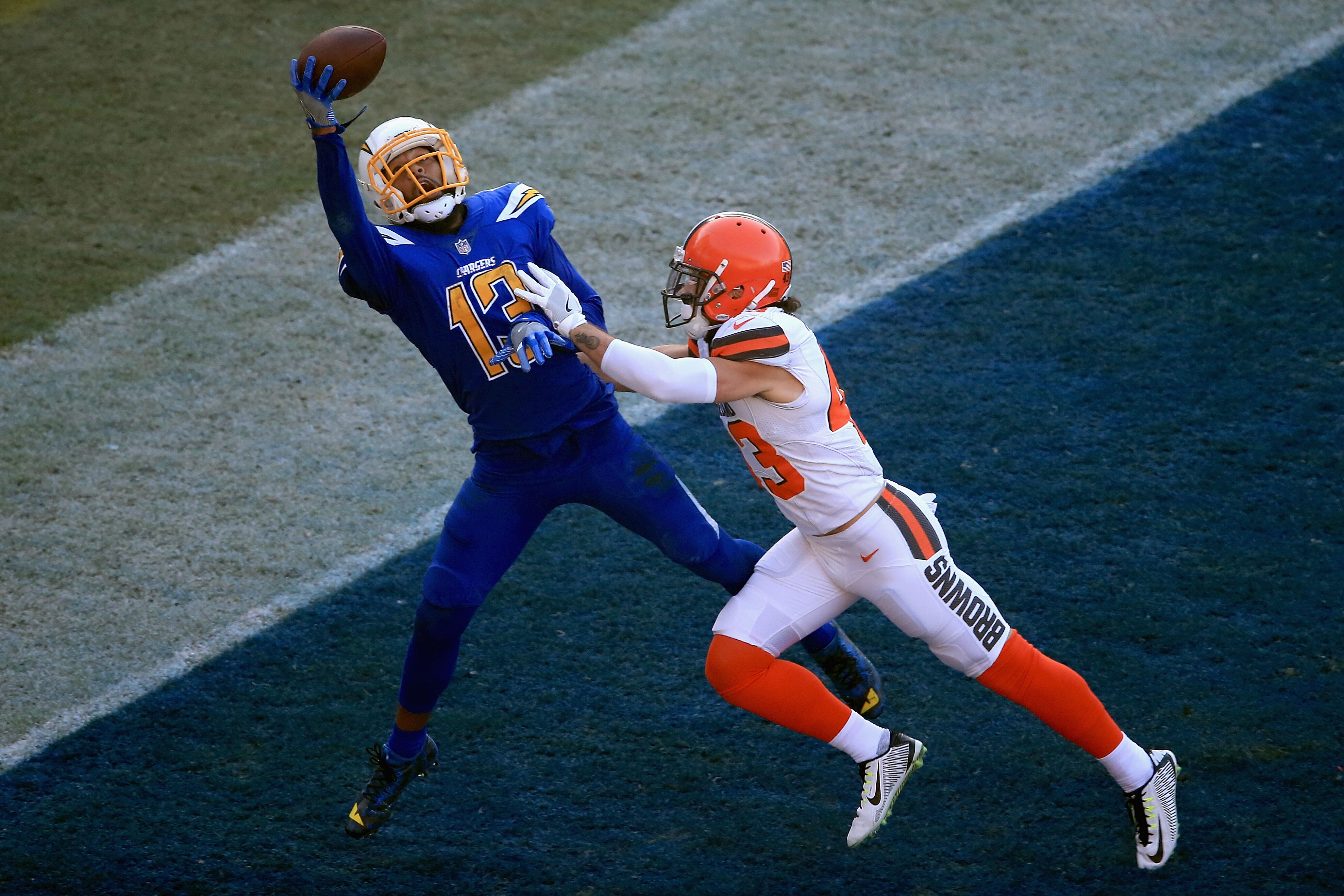 884975706-cleveland-browns-va-los-angeles-charger.jpg
