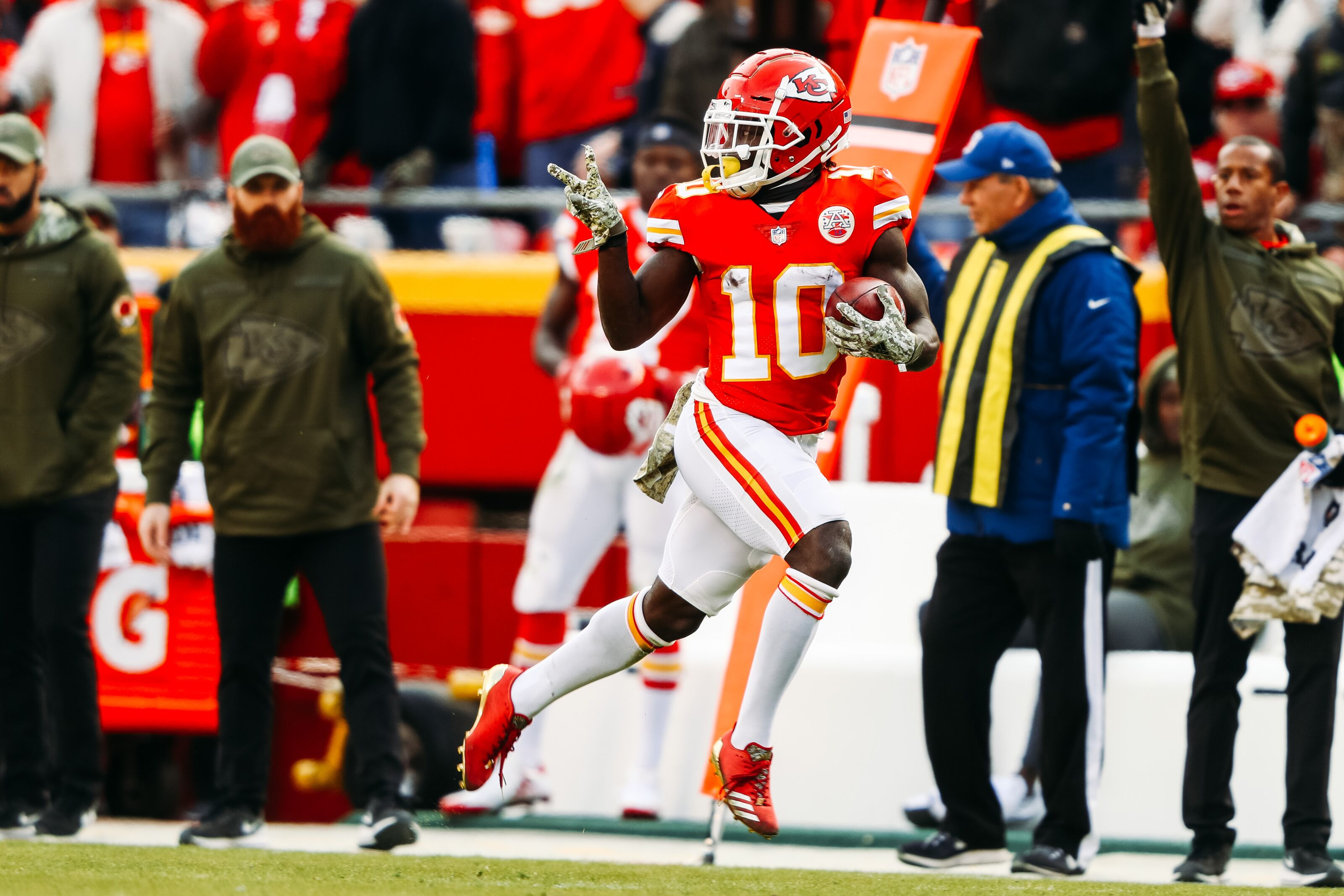 Tyreek Hill, Mitchell Schwartz expected to miss practice for Chiefs
