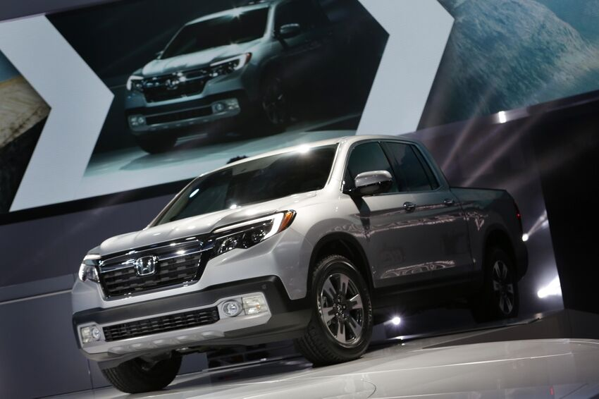 2017 honda ridgeline towing capacity is still 5 000 pounds. Black Bedroom Furniture Sets. Home Design Ideas