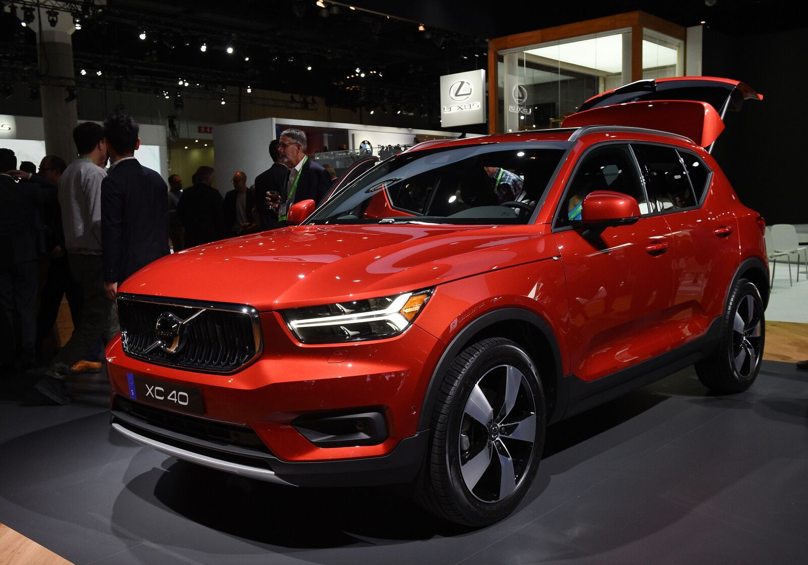 Volvo XC40 Goes Electric