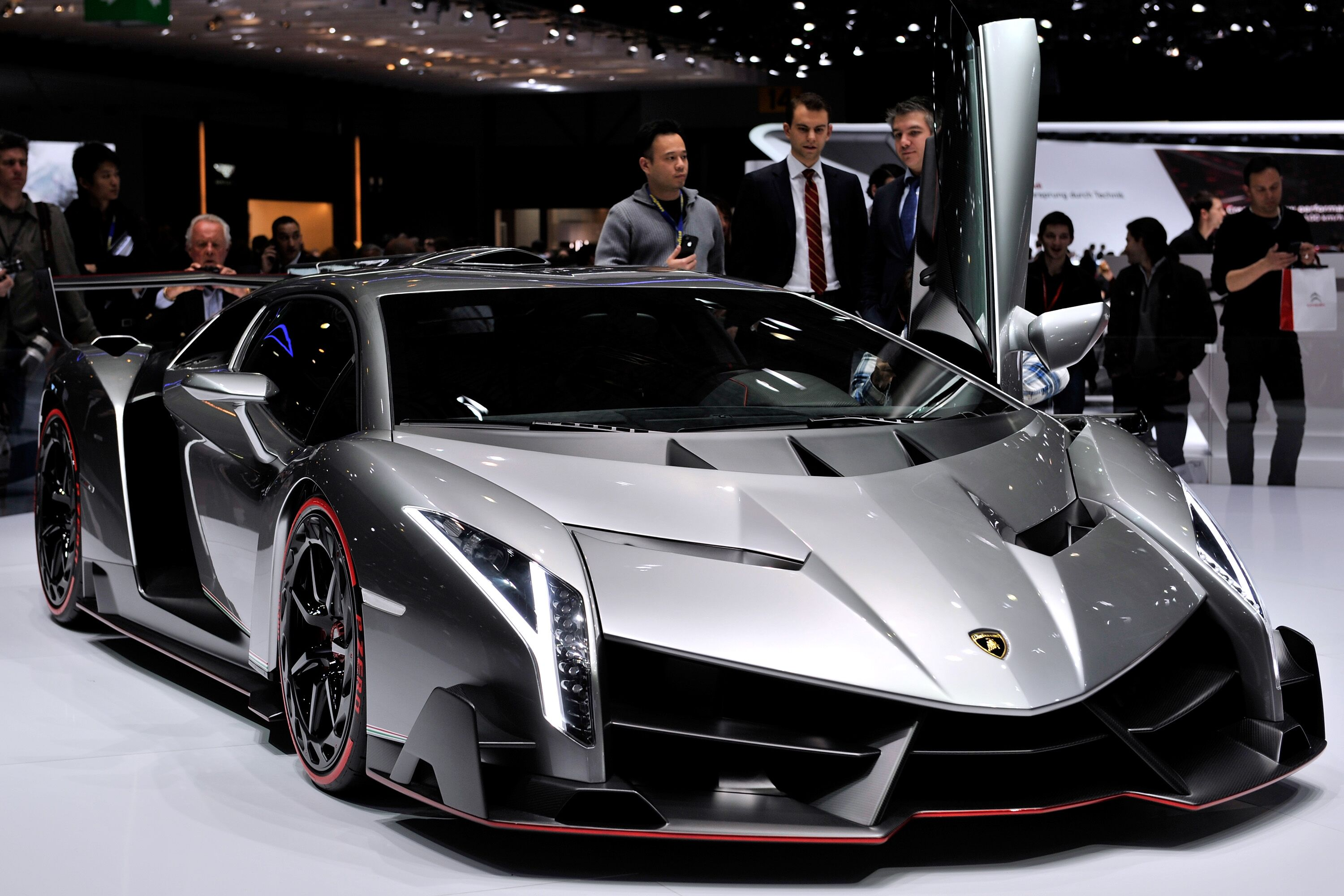 ultra rare lamborghini veneno coupe for sale at 9 4 million. Black Bedroom Furniture Sets. Home Design Ideas