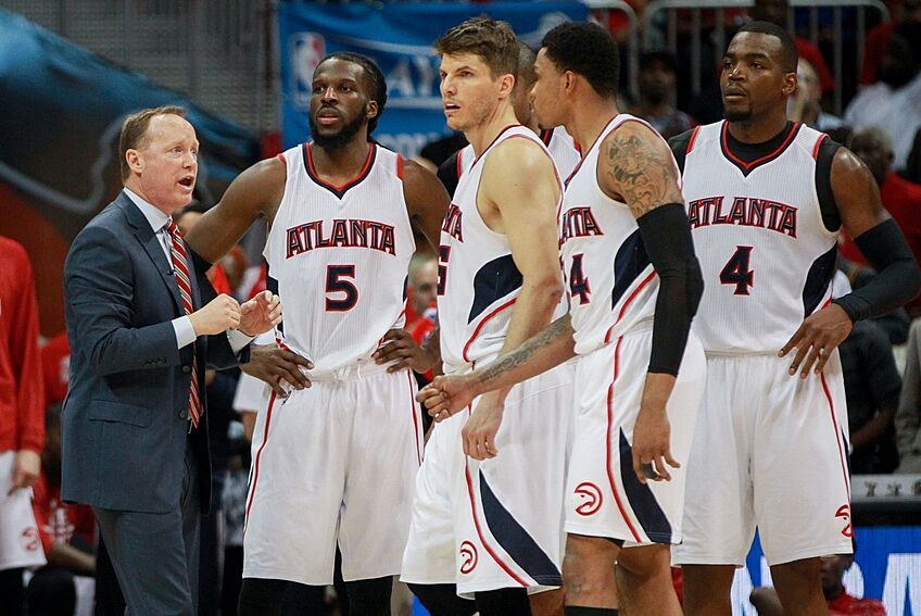 Apr 22 2015 Atlanta GA USA Hawks Head Coach Mike Budenholzer Talks With Players During The Fourth Quarter Of Game Two First Round