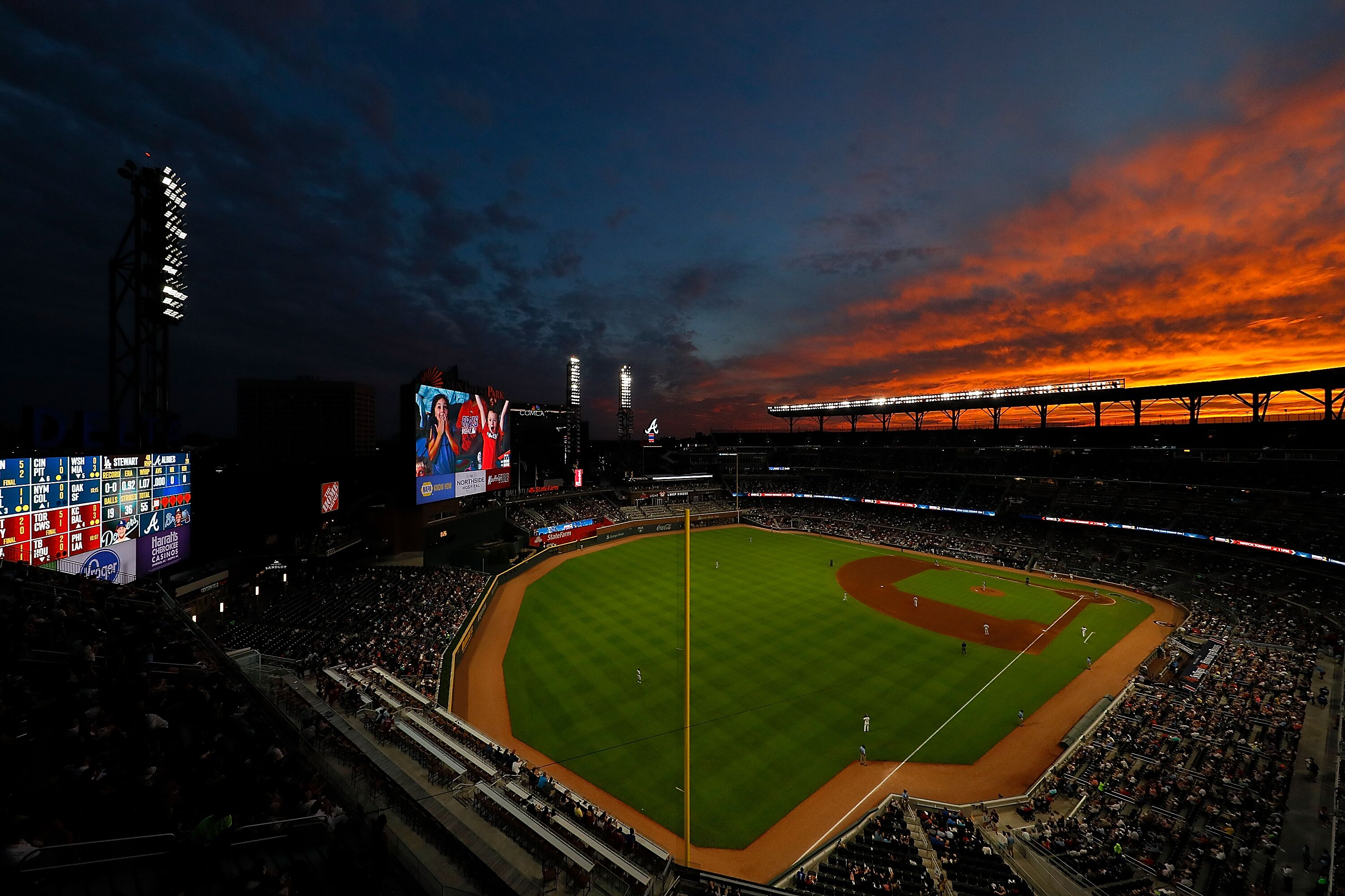825743508-los-angeles-dodgers-v-atlanta-braves.jpg