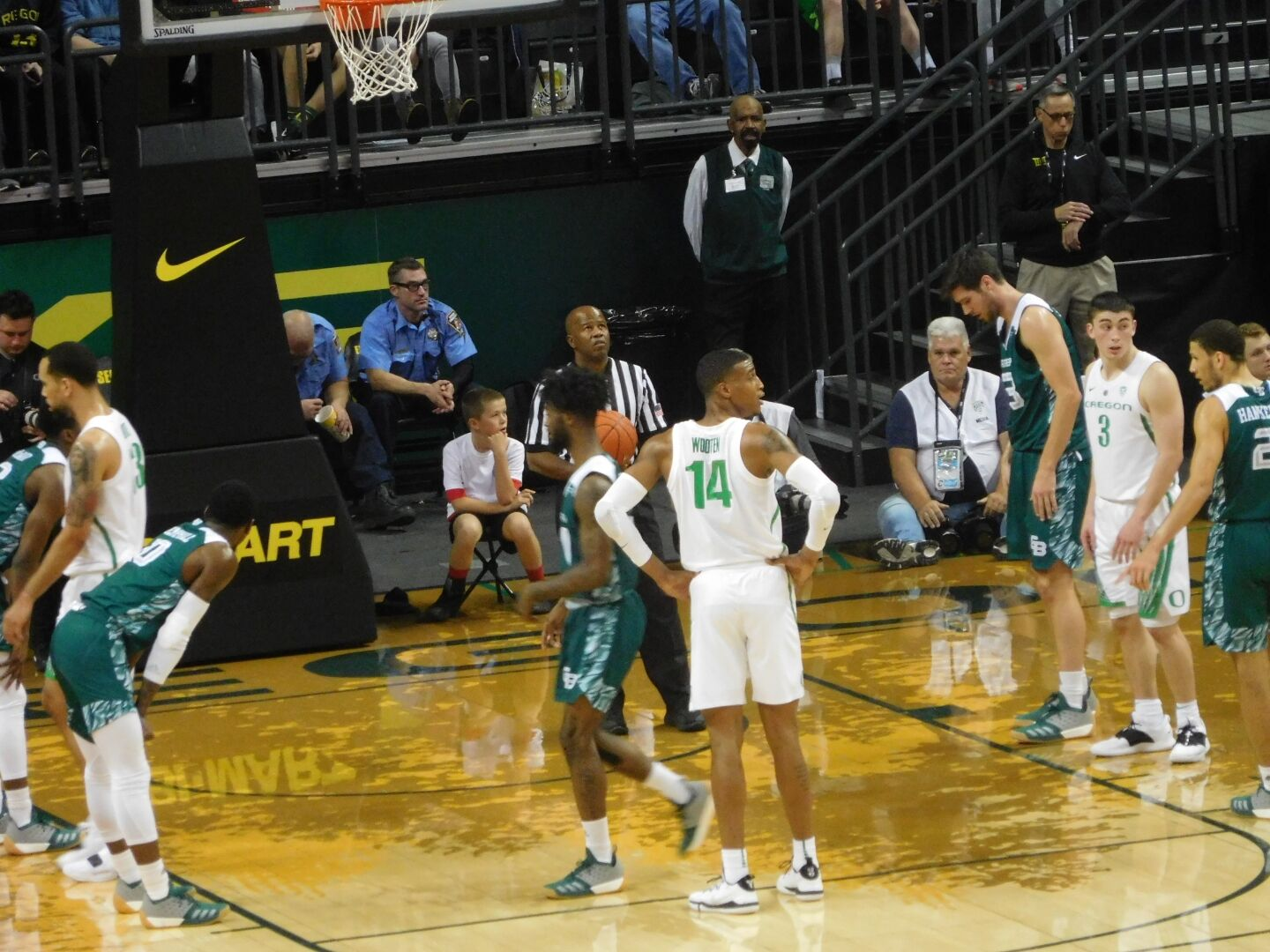 Oregon Basketball Dropped from AP Rankings