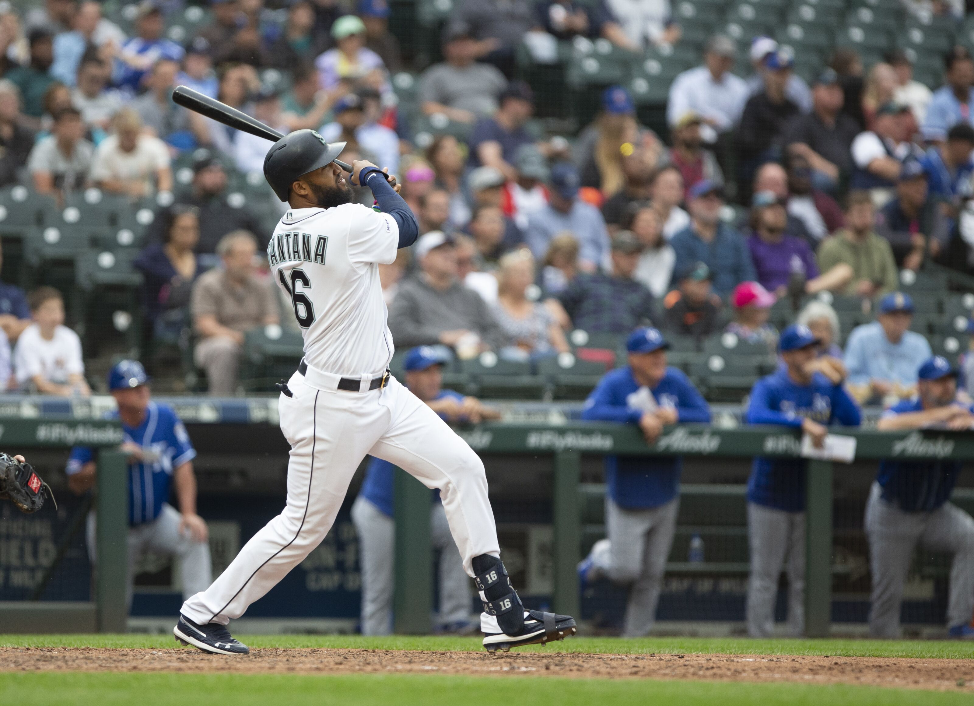 Cleveland Indians officially announce Domingo Santana signing