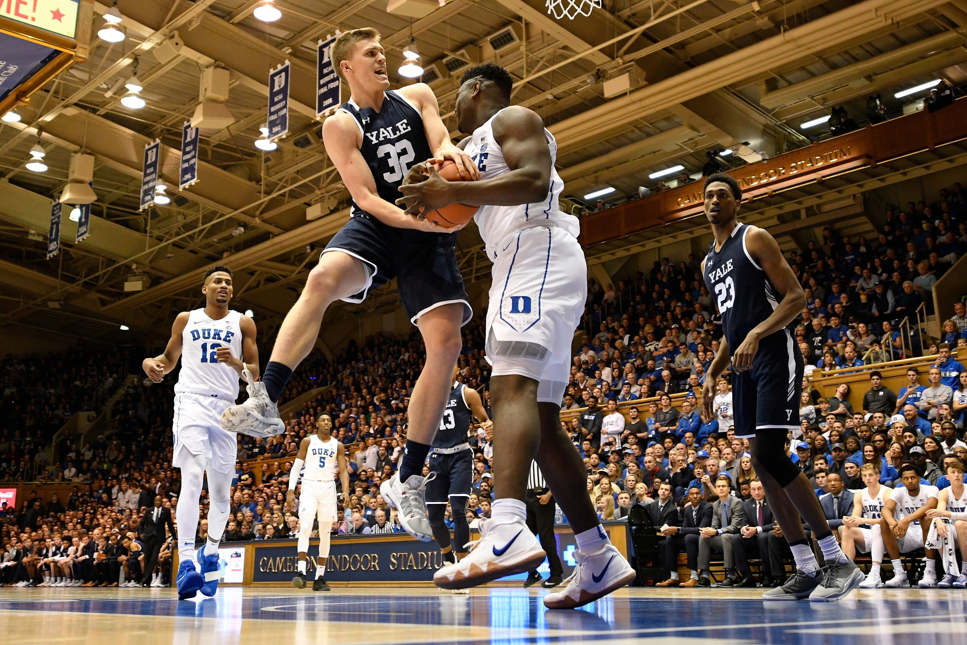Duke Basketball Blue Devils Embracing Program S Old School Defense