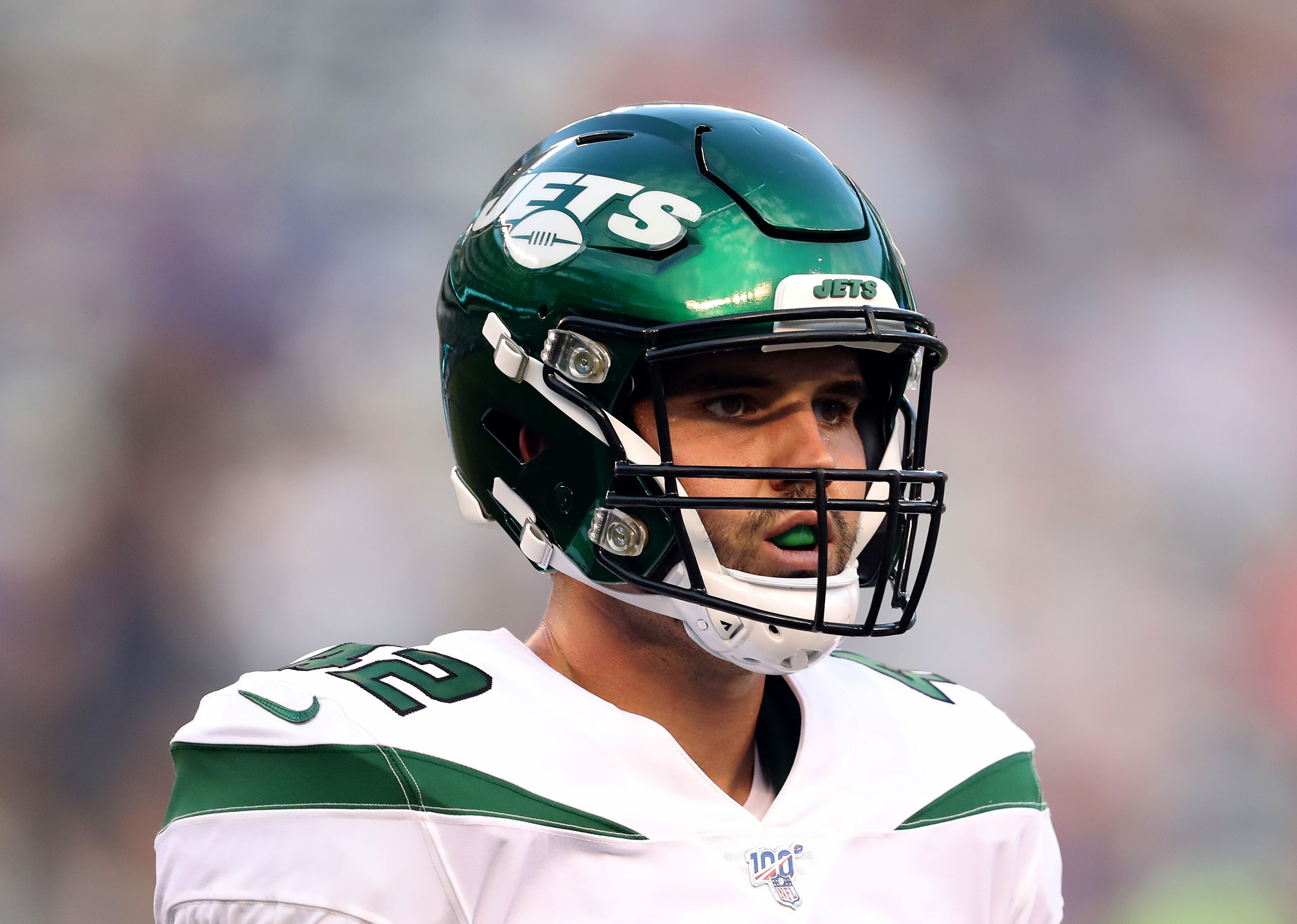 Thomas Hennessy signs contract extension with New York Jets