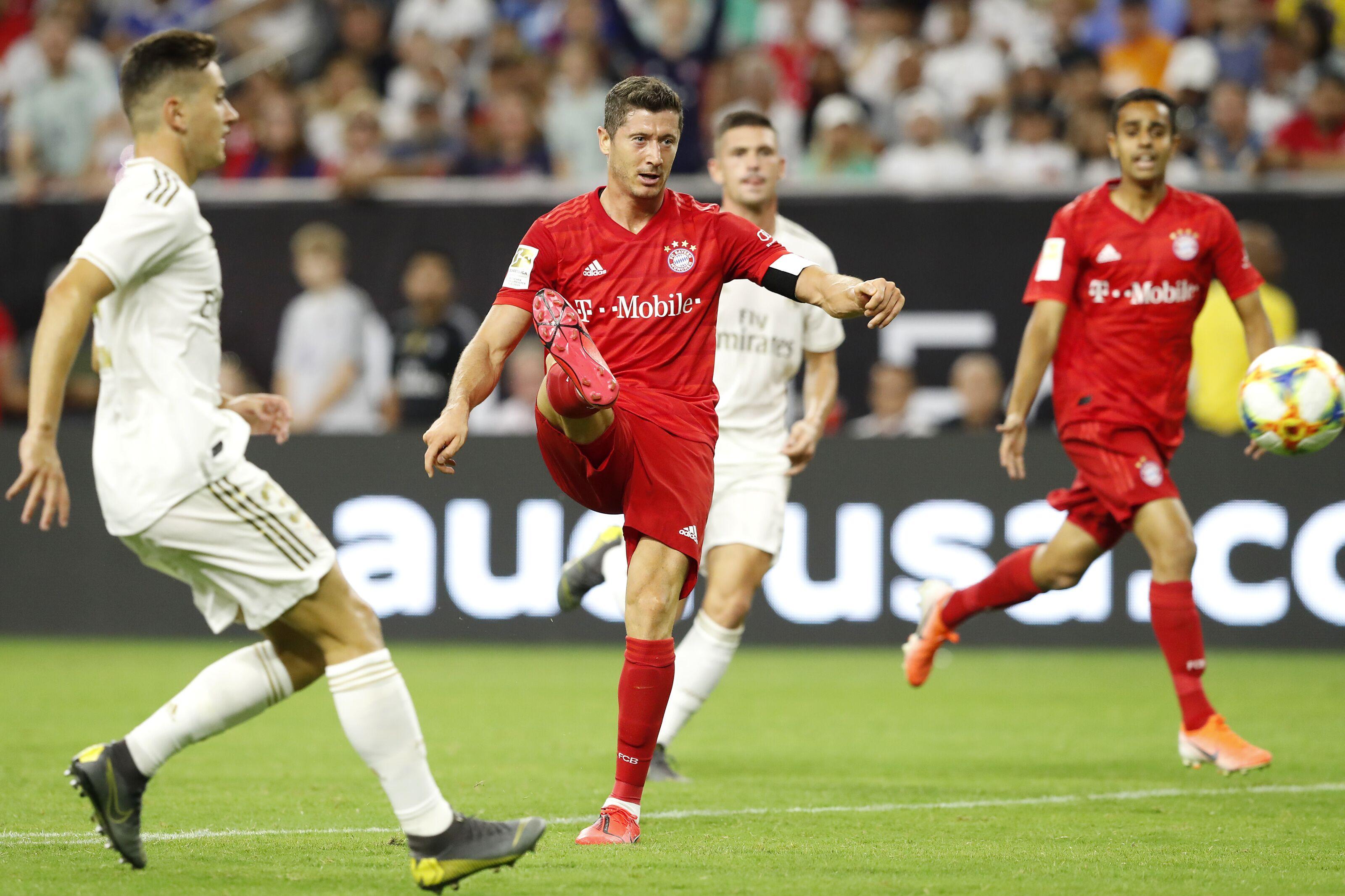 Bayern Munich striker Robert Lewandowski wants to play longer at top level