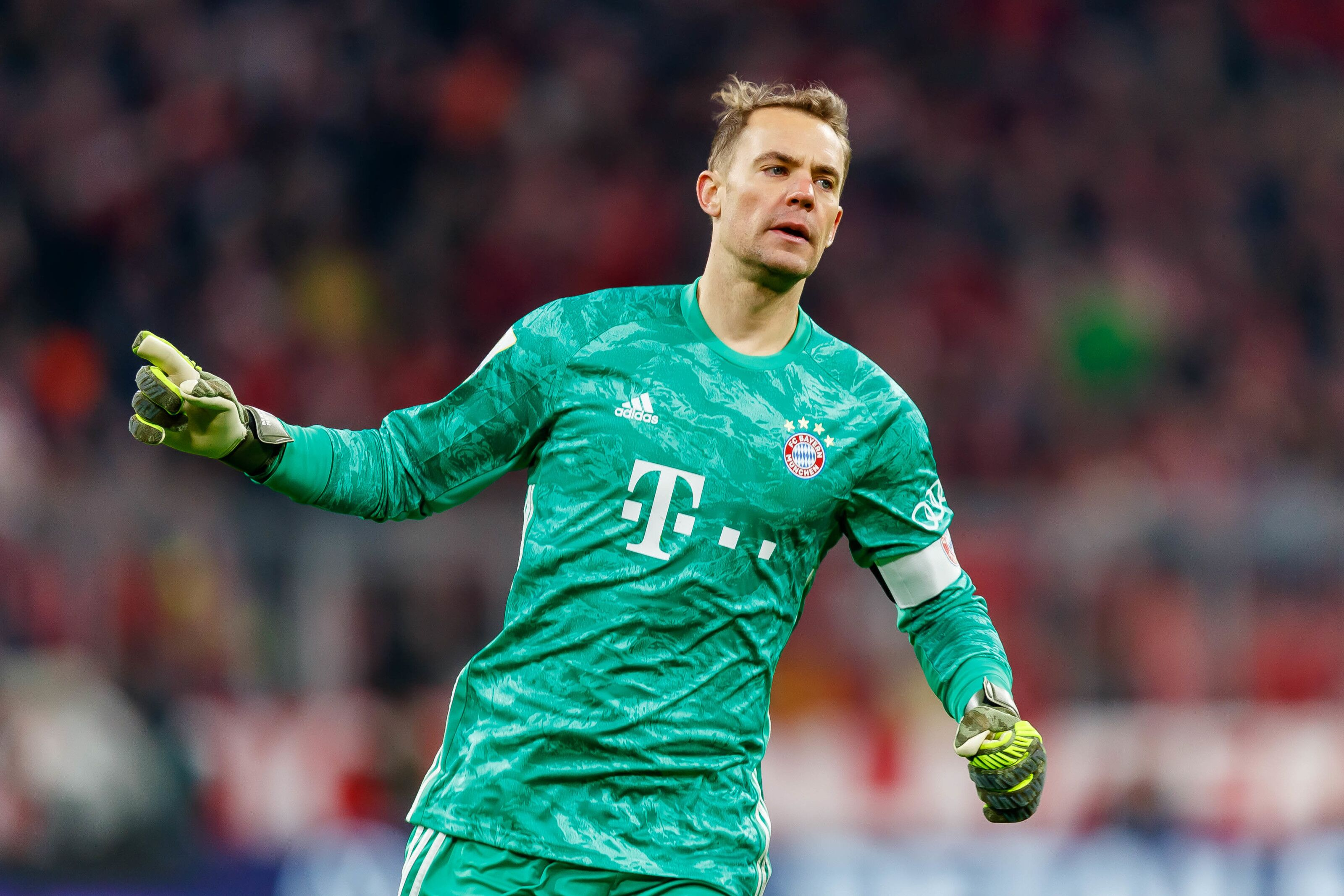 Bayern Munich far from agreeing new deal with Manuel Neuer