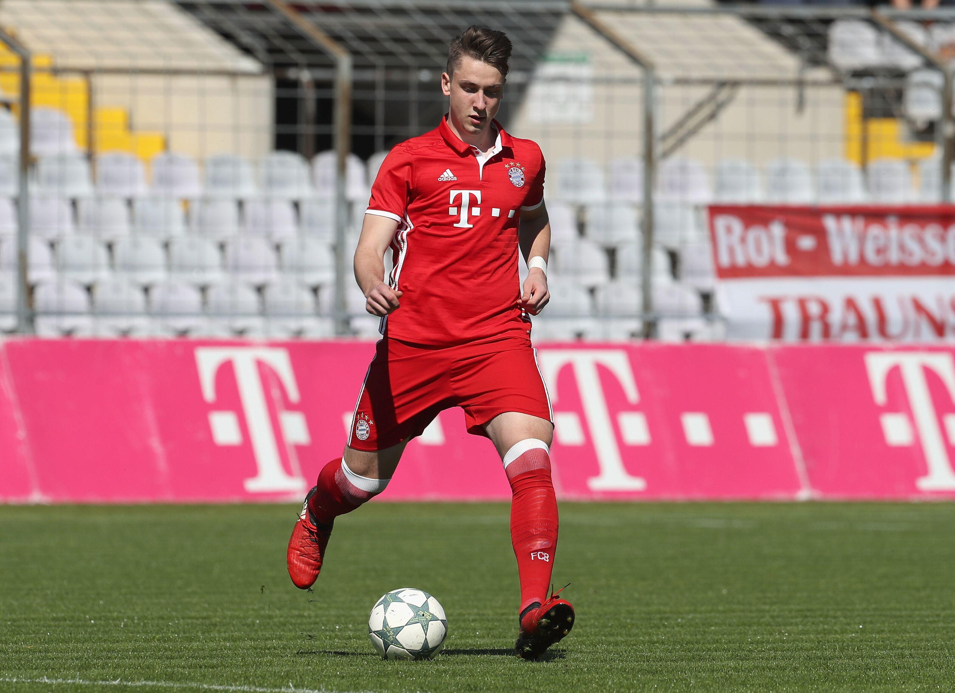 Bayern Munich extends young midfielder's contract