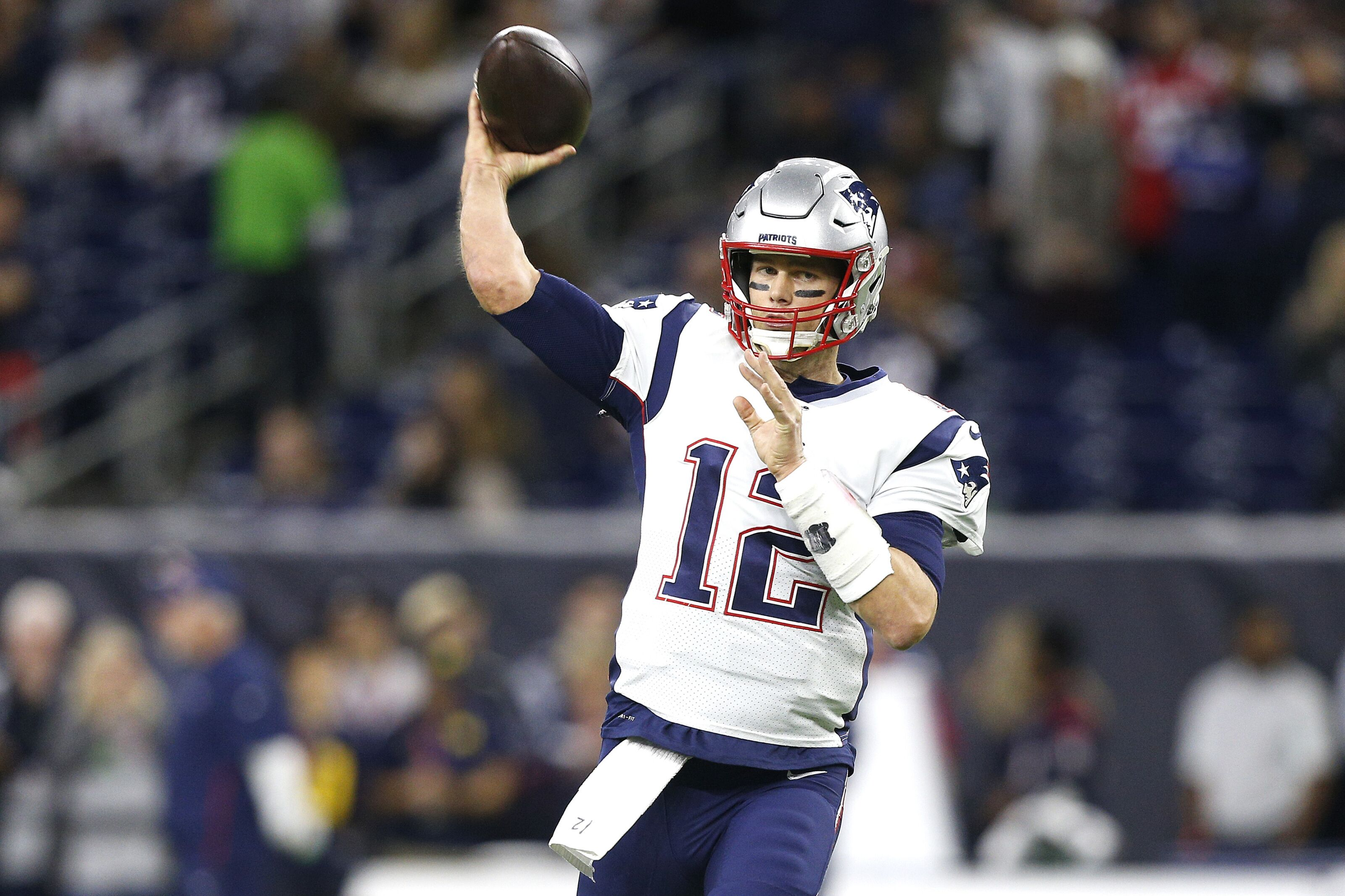 Chicago Bears: 2 trades to free up cap space to sign Tom Brady