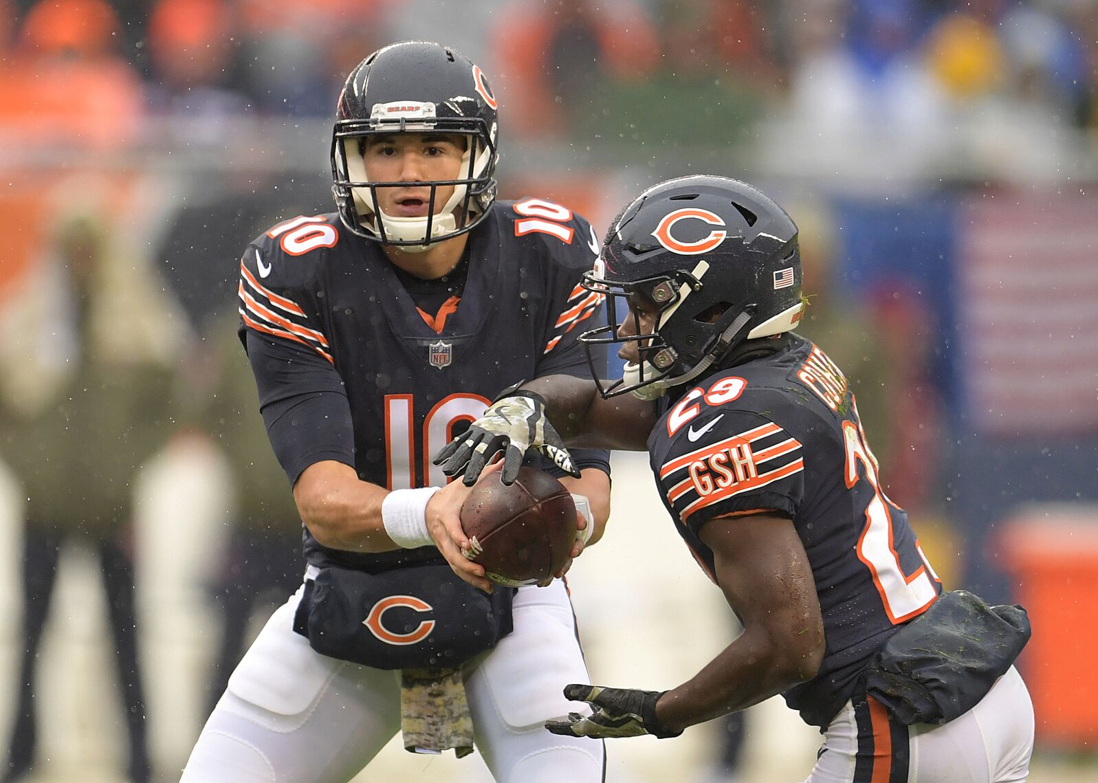 bccfbfaf0 CHICAGO, IL – NOVEMBER 12: Quarterback Mitchell Trubisky #10 of the Chicago  Bears hands the football off to Tarik Cohen #29 in the second quarter  against ...