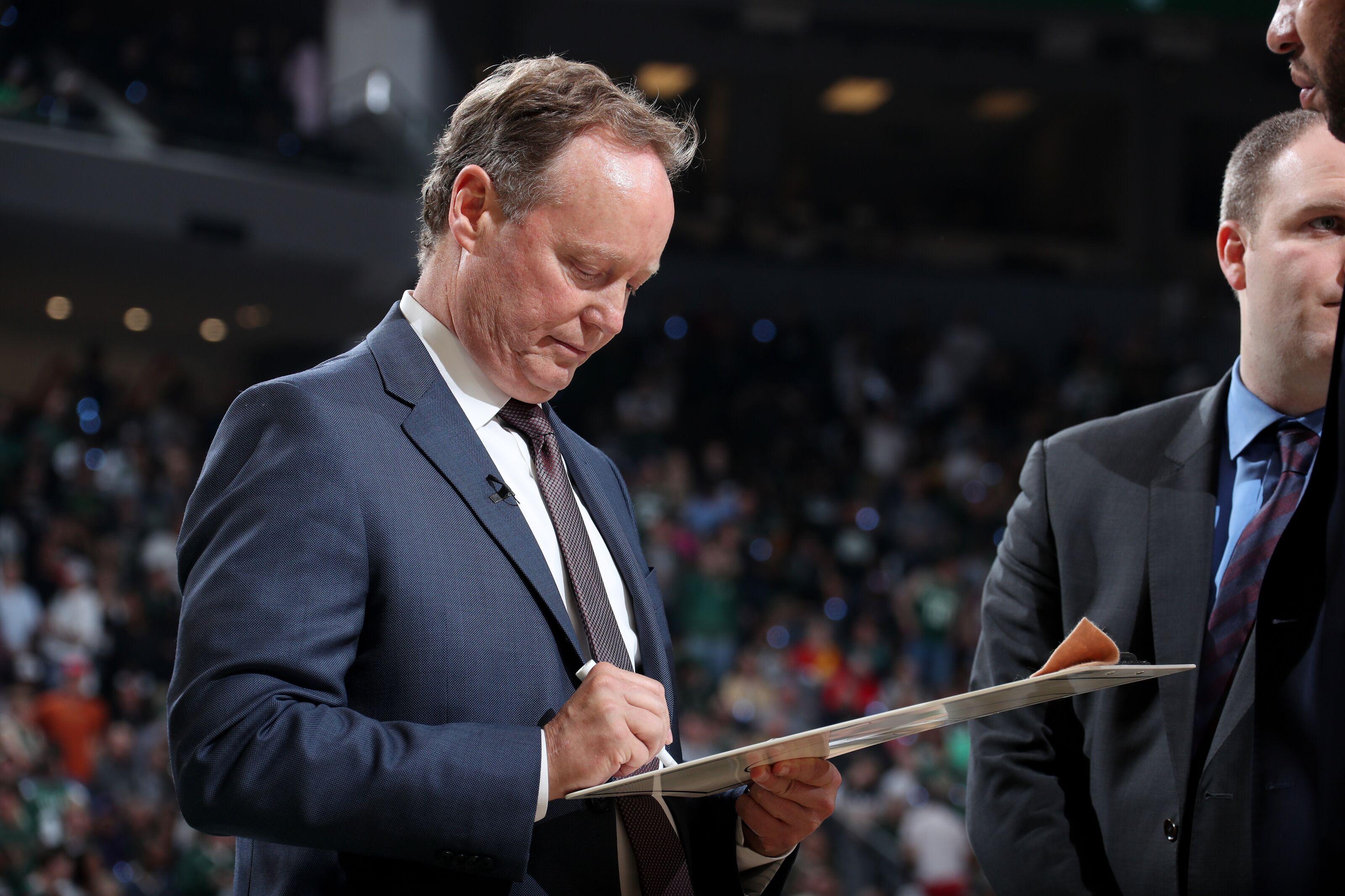 Milwaukee Bucks: Should ball movement increase next season?