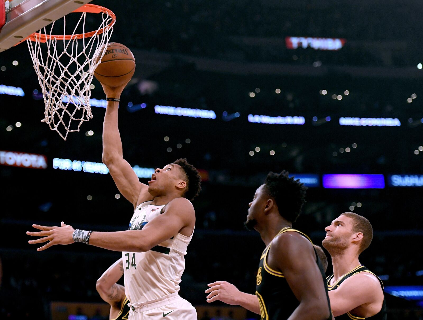 Milwaukee Bucks  Why Brook Lopez could be a perfect fit for Giannis 136939644