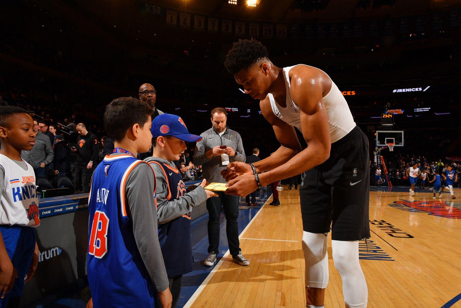 Milwaukee Bucks Daily  Bucks Knicks reportedly set for Christmas Day f9227873c