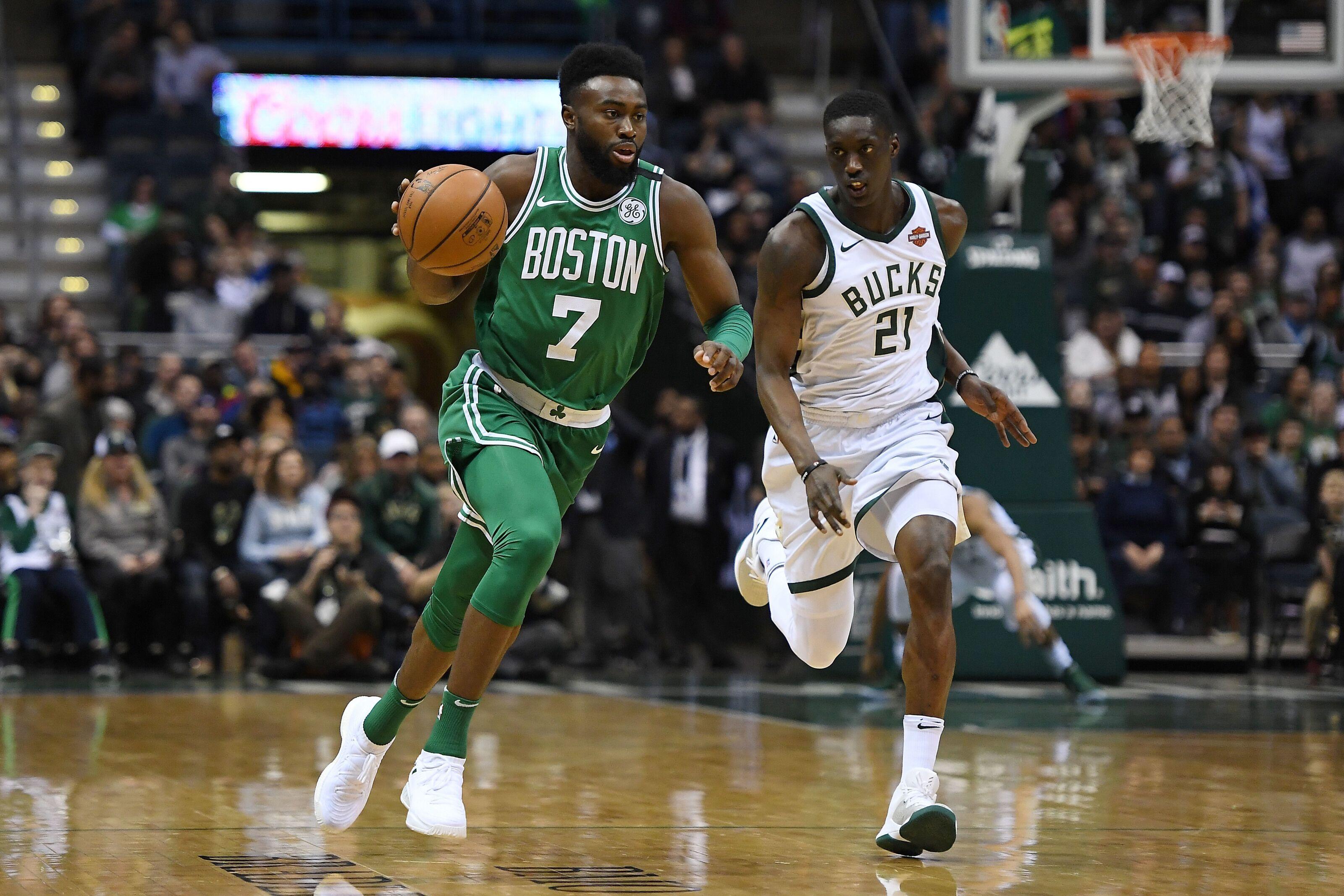 Brown Pimpin Celtics Singkirkan Bucks