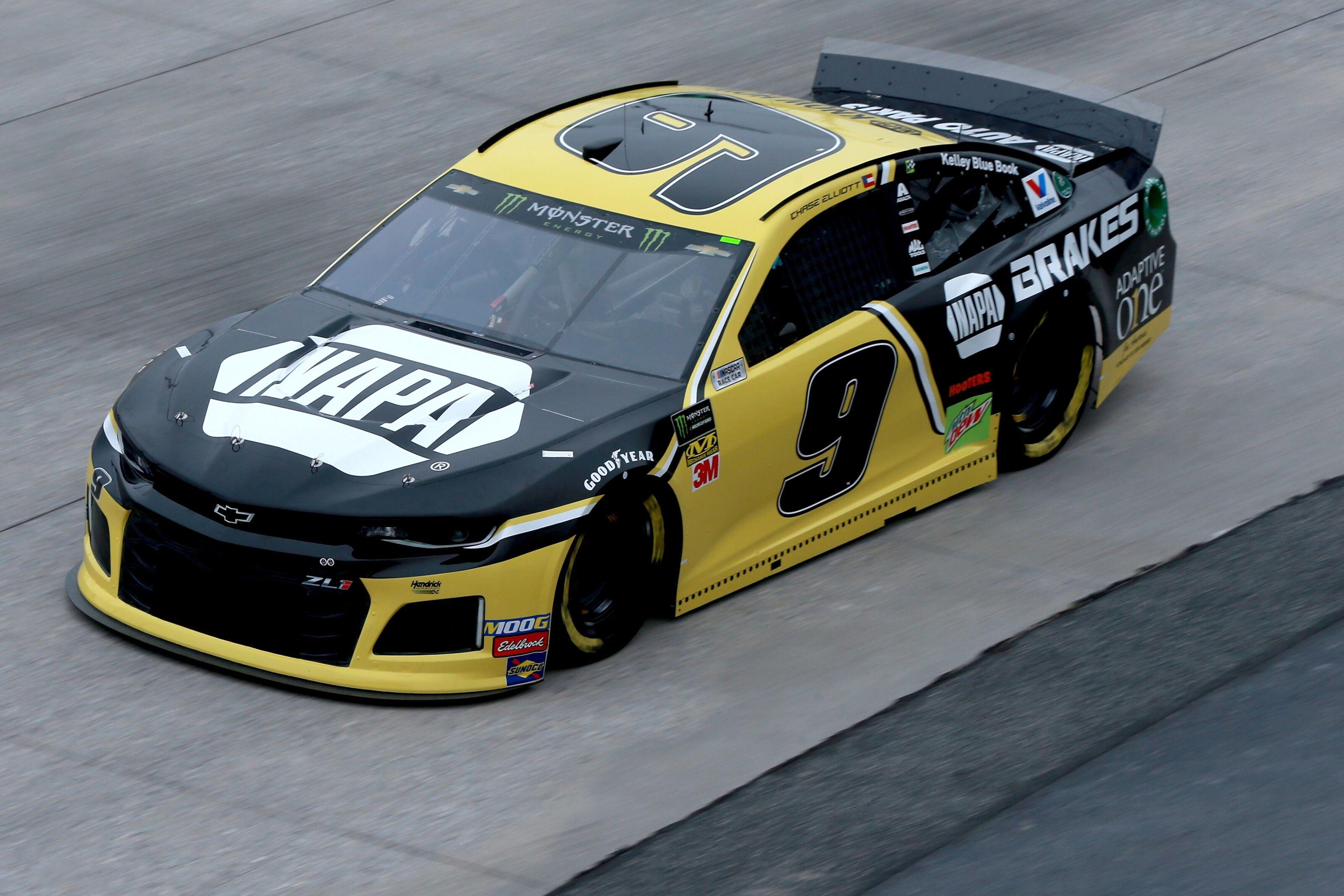 NASCAR Cup Series: Chase Elliott takes pole for 2019 Gander RV 400