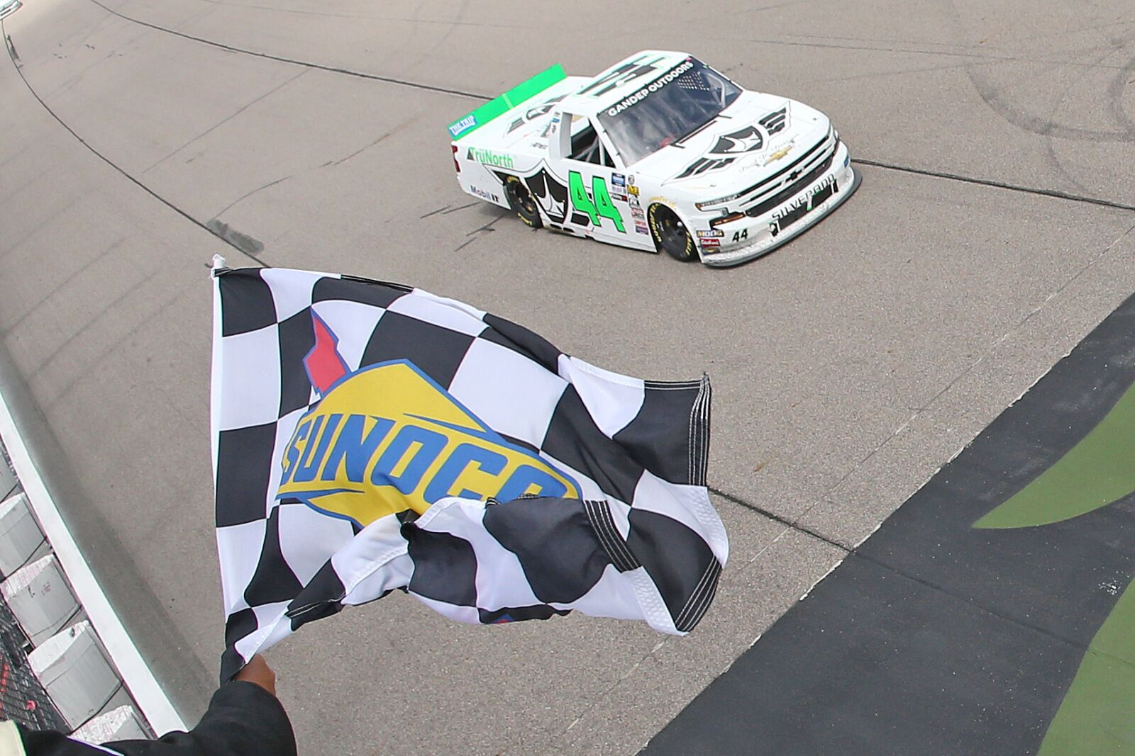 NASCAR Truck Series: Ross Chastain dominates 2019 M&M's 200