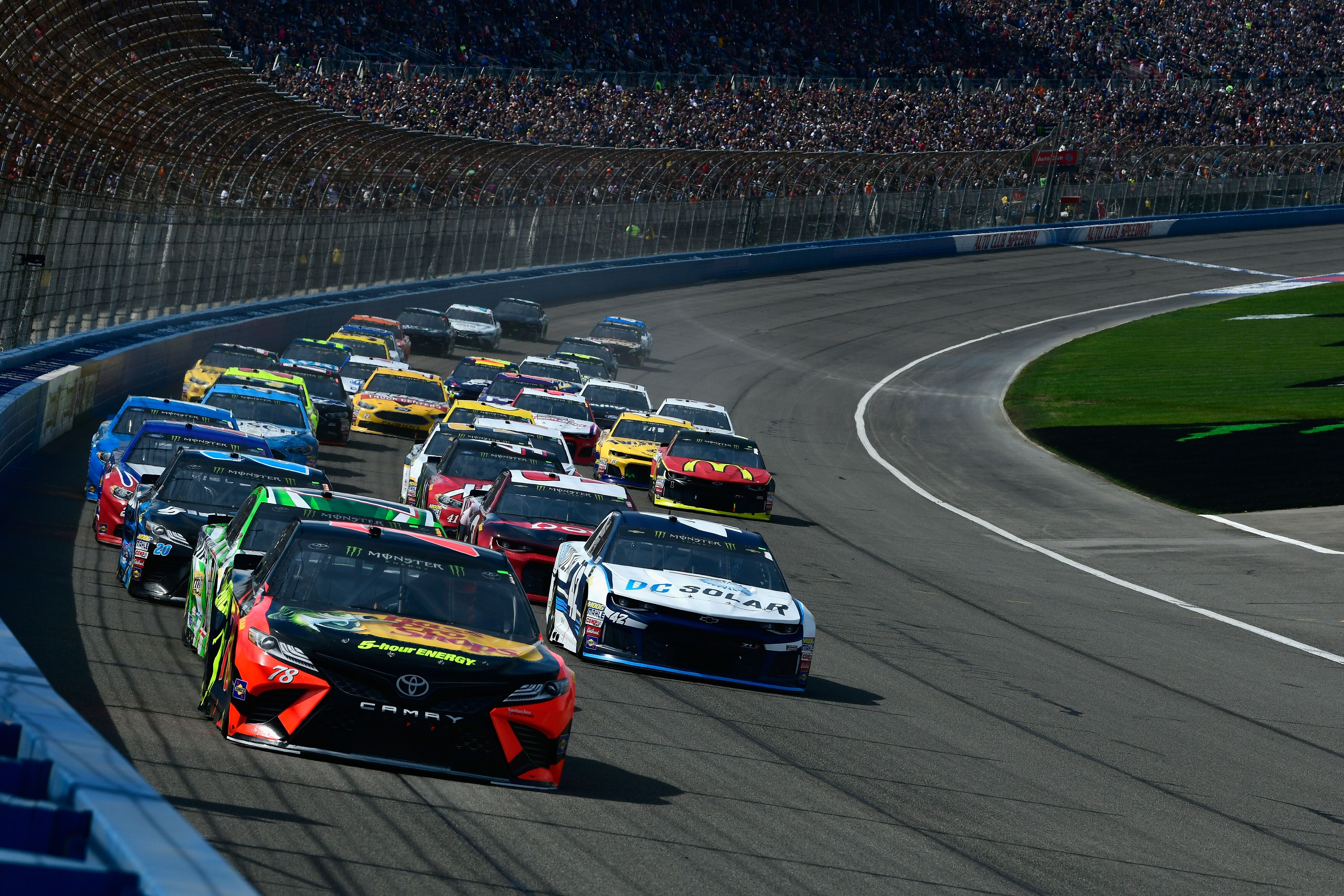 What are the betting odds for NASCAR at Fontana?