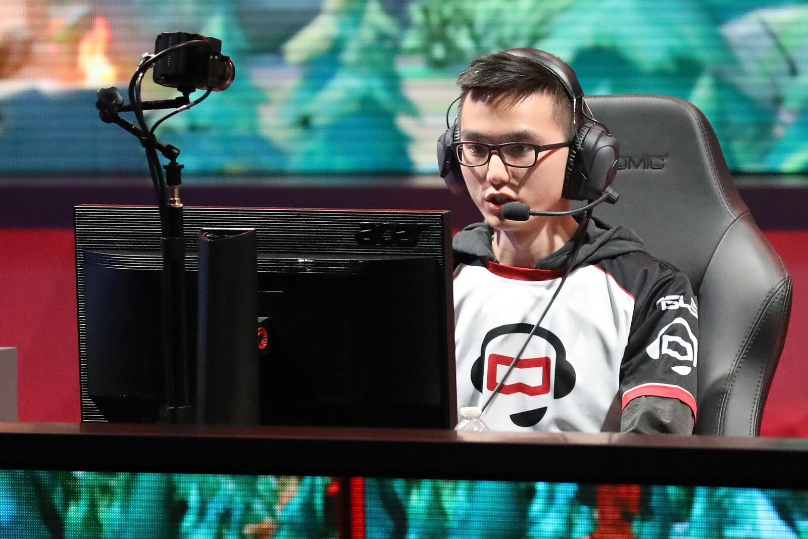 League of Legends: tales of nostalgia and youth watching the 2014 World Championship