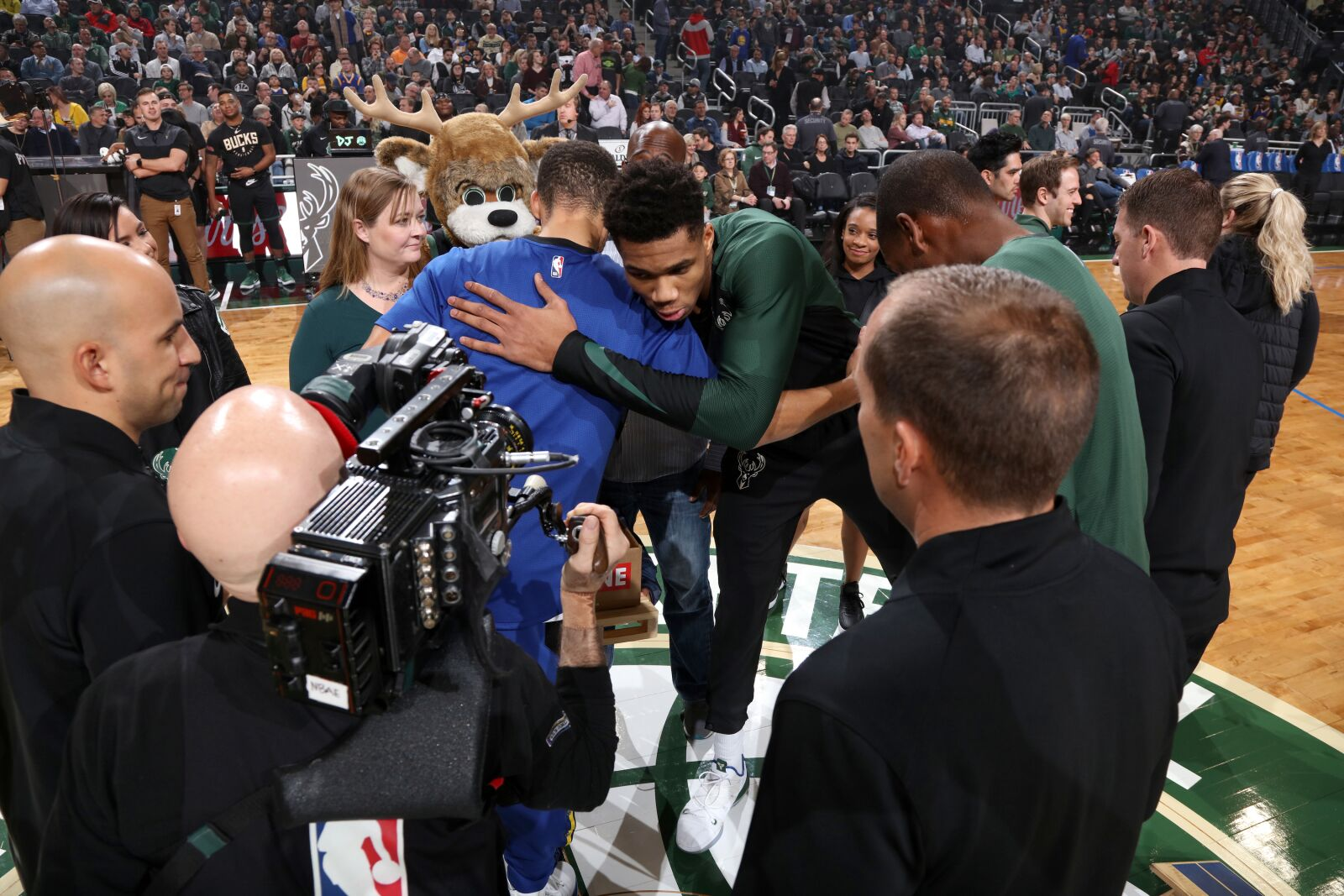 Warriors should be targeting Giannis and Embiid before they hit free agency
