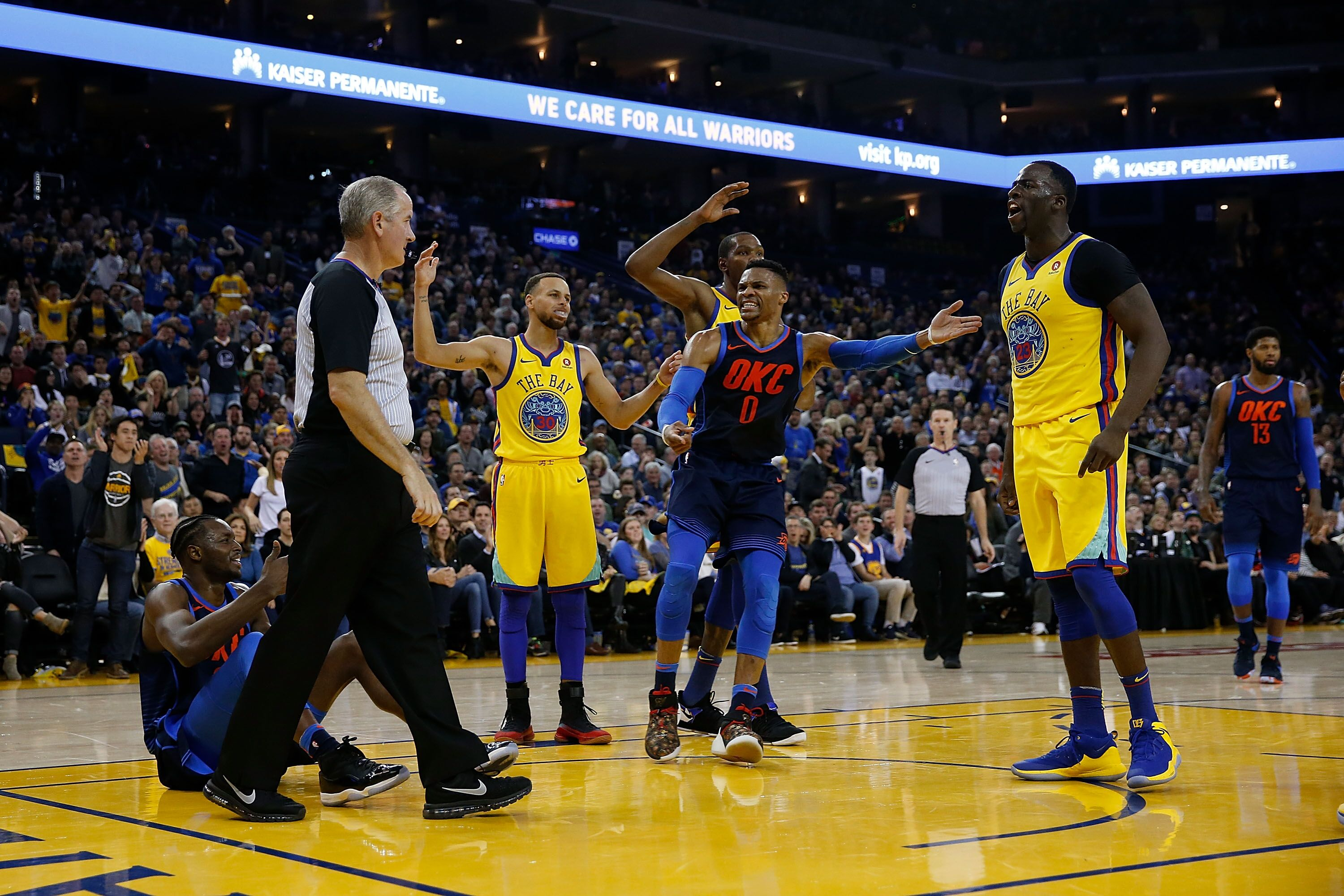 a36eb12be9bd Golden State Warriors rout Oklahoma City Thunder 112-80