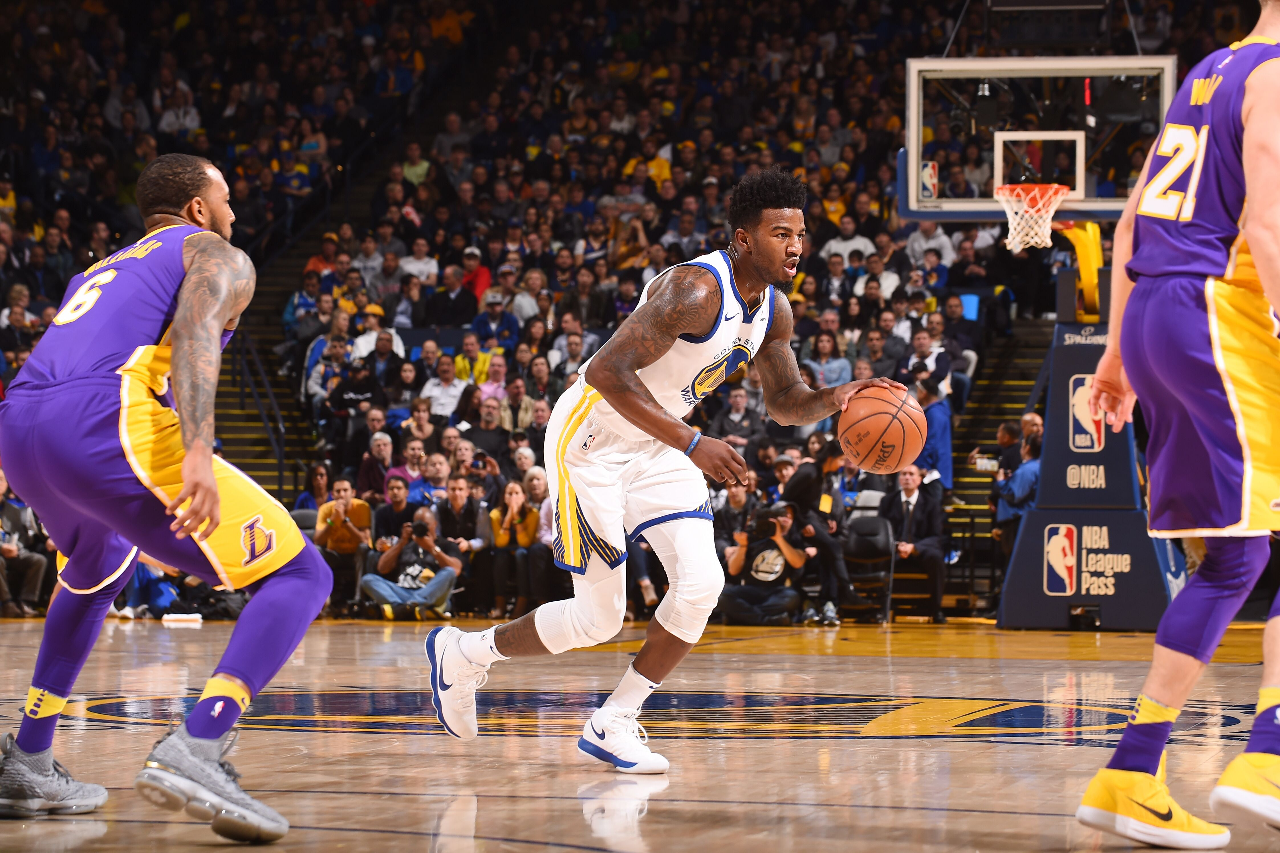 932151912-los-angeles-lakers-v-golden-state-warriors.jpg