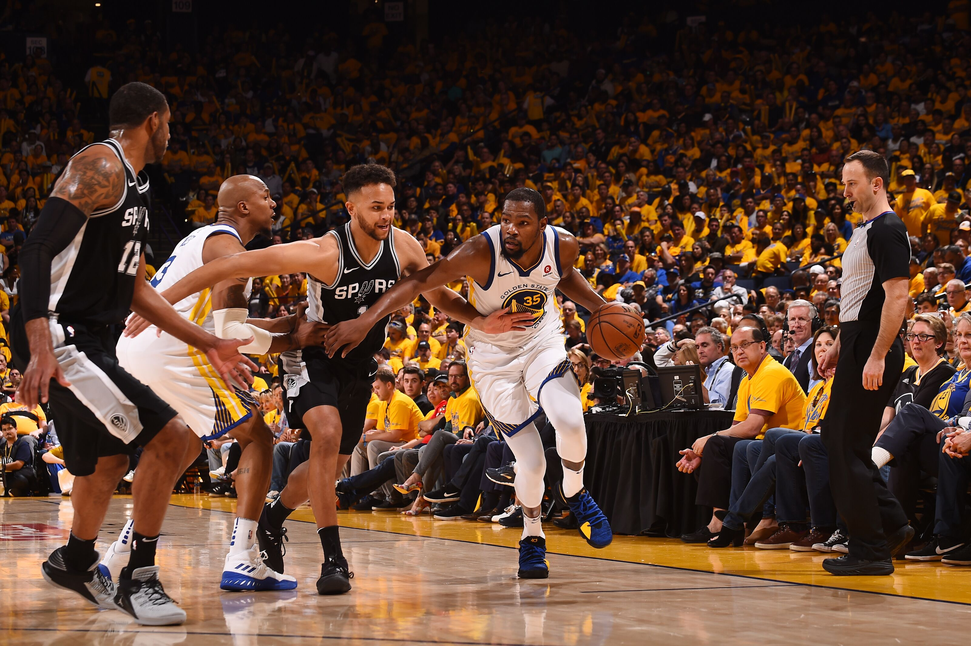 946306532-san-antonio-spurs-v-golden-state-warriors-game-one.jpg