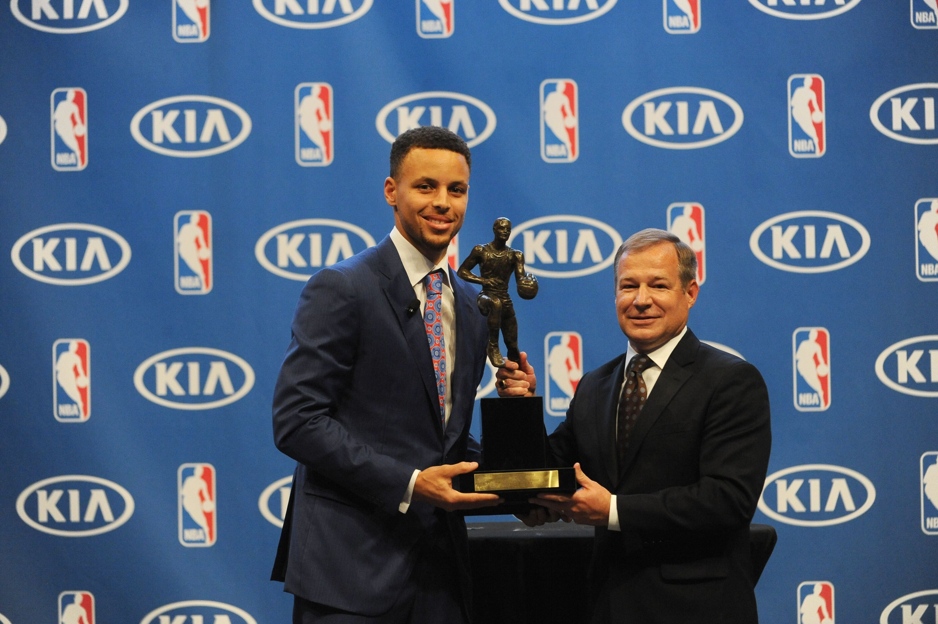 Golden State Warriors: Limiting Steph Curry's minutes should be a priority
