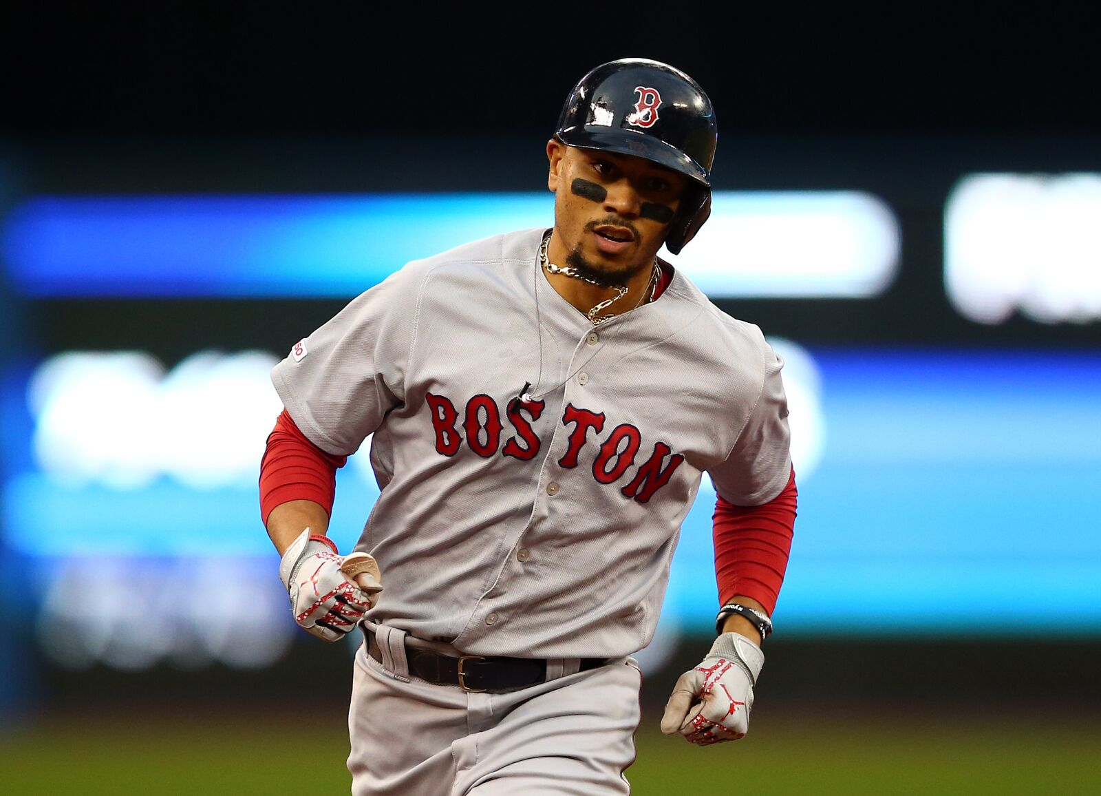 Red Sox star Mookie Betts still sore from foot inflammation