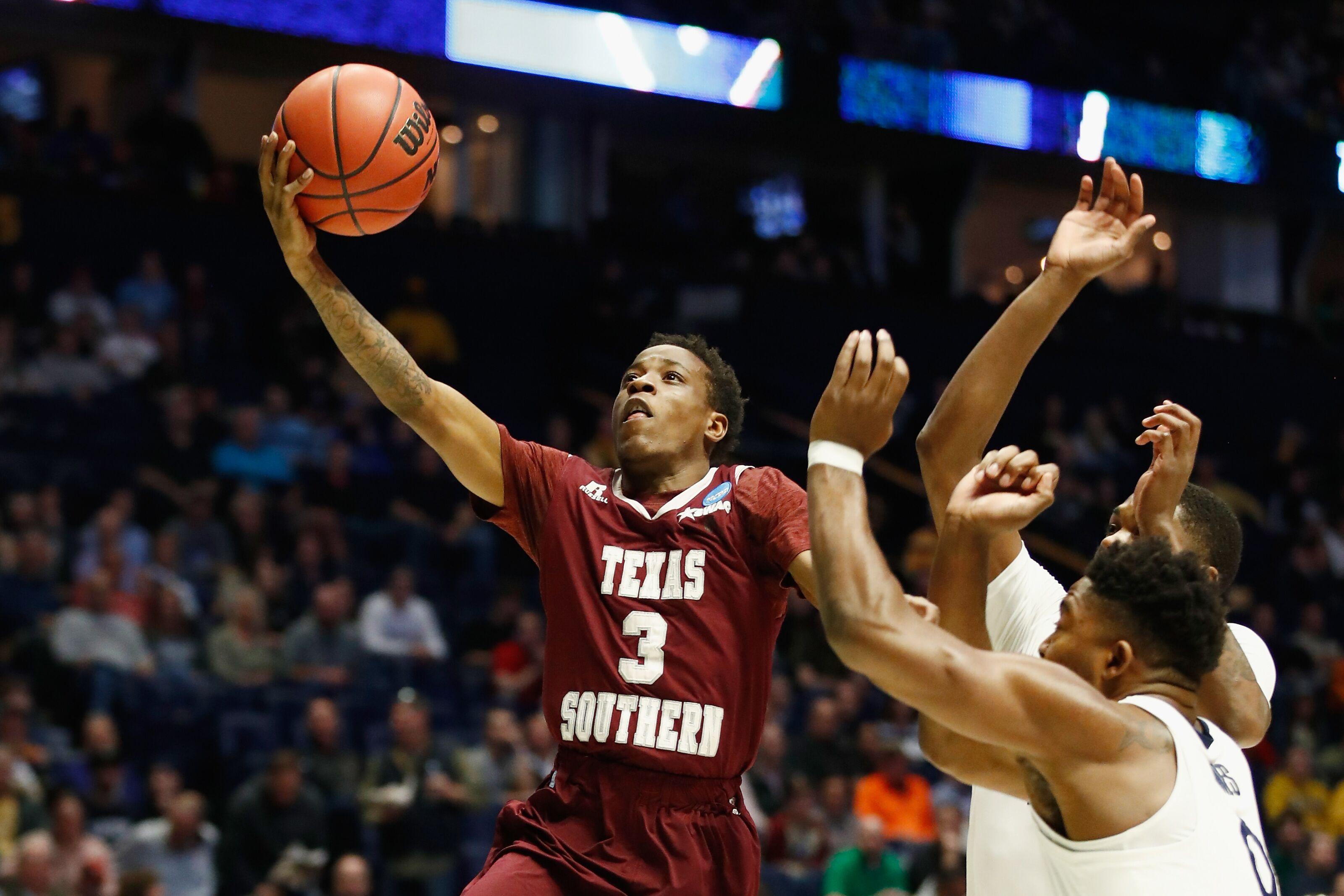 NCAA Basketball: 23 Ppg Transfer Scorer Demontrae