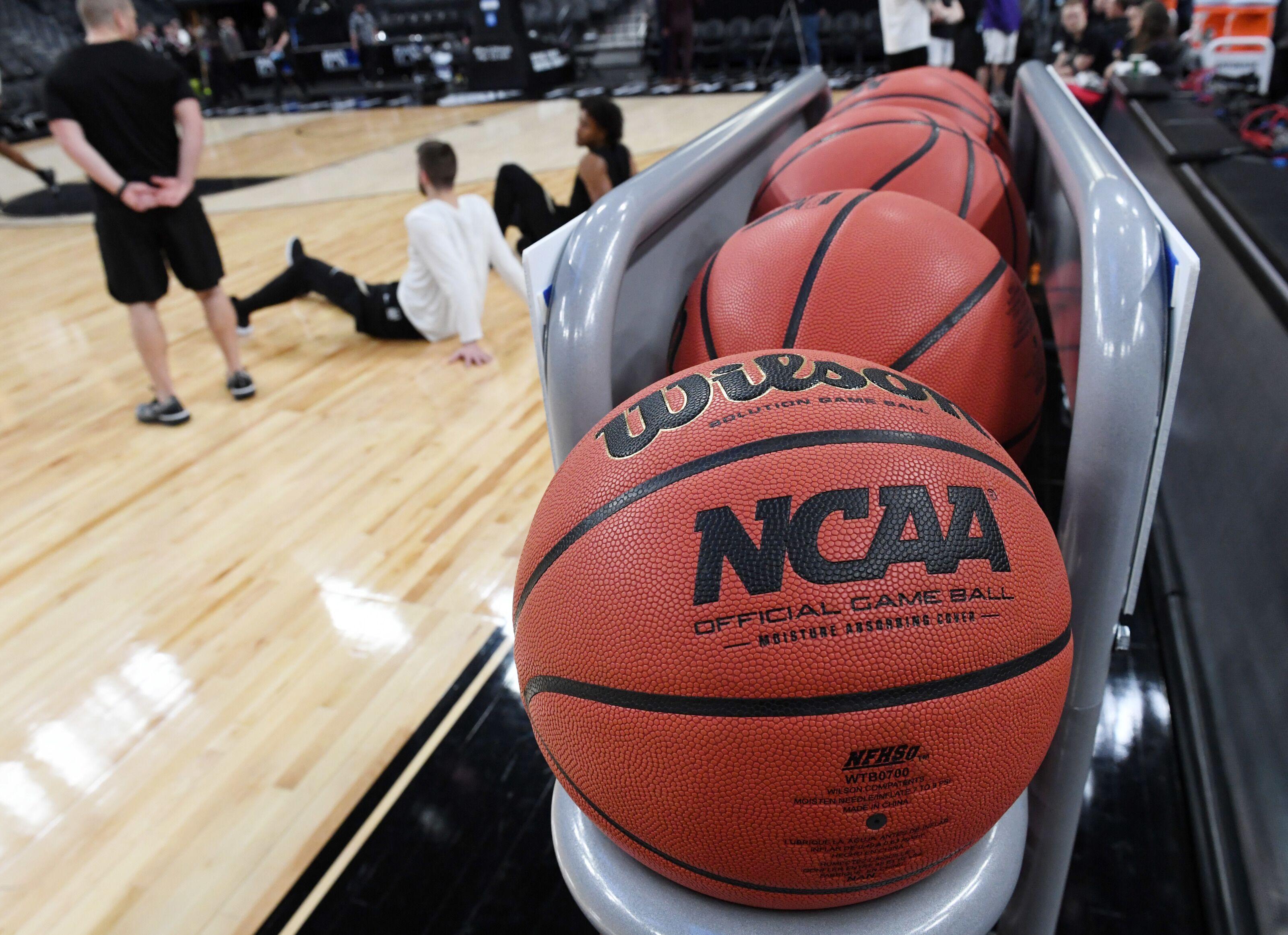 NCAA Basketball: Graduate transfer Desmond Cambridge Jr. down to three schools