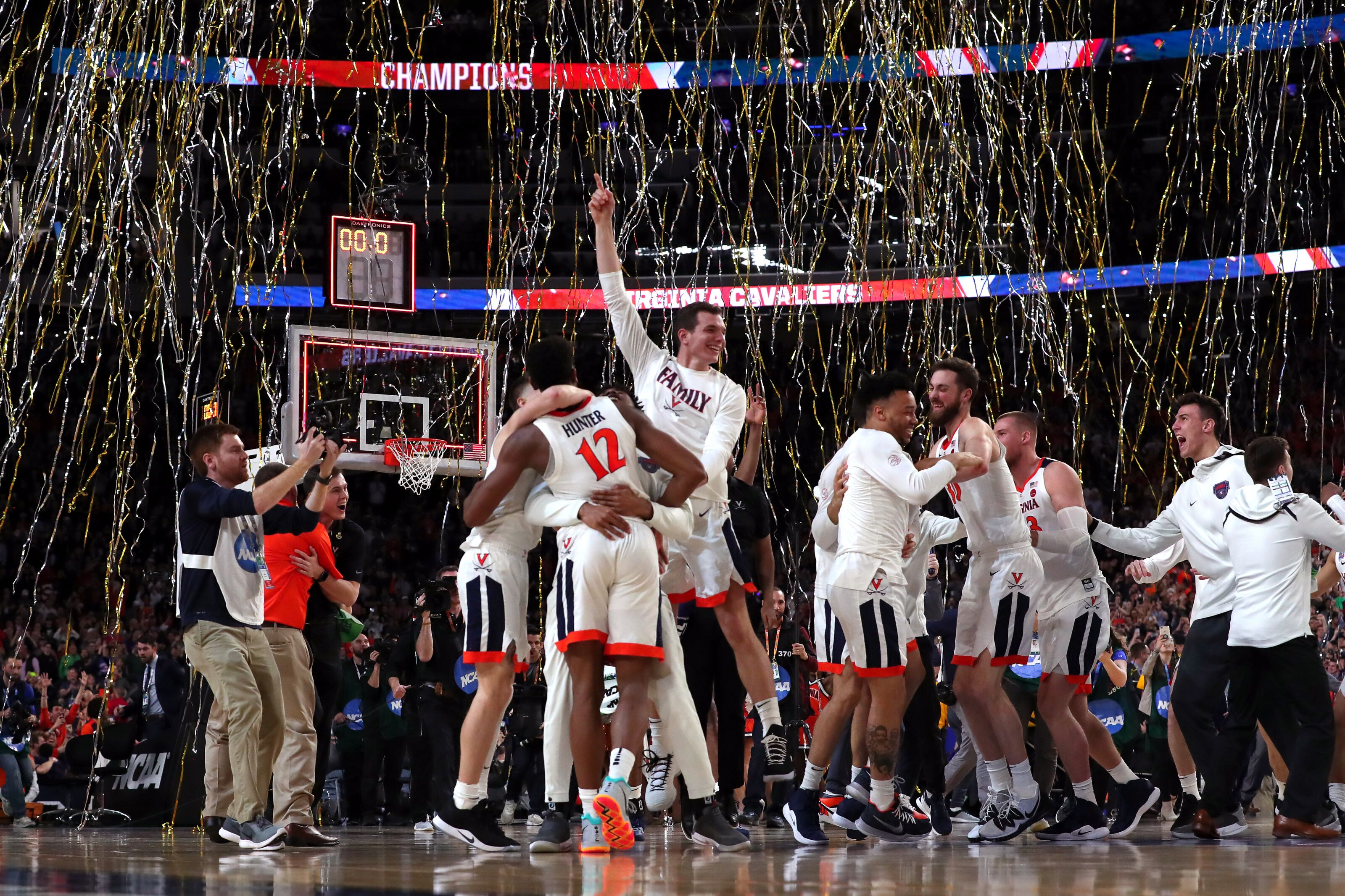 e04802035 Virginia Basketball: Storybook 2018-19 season fittingly ends with title