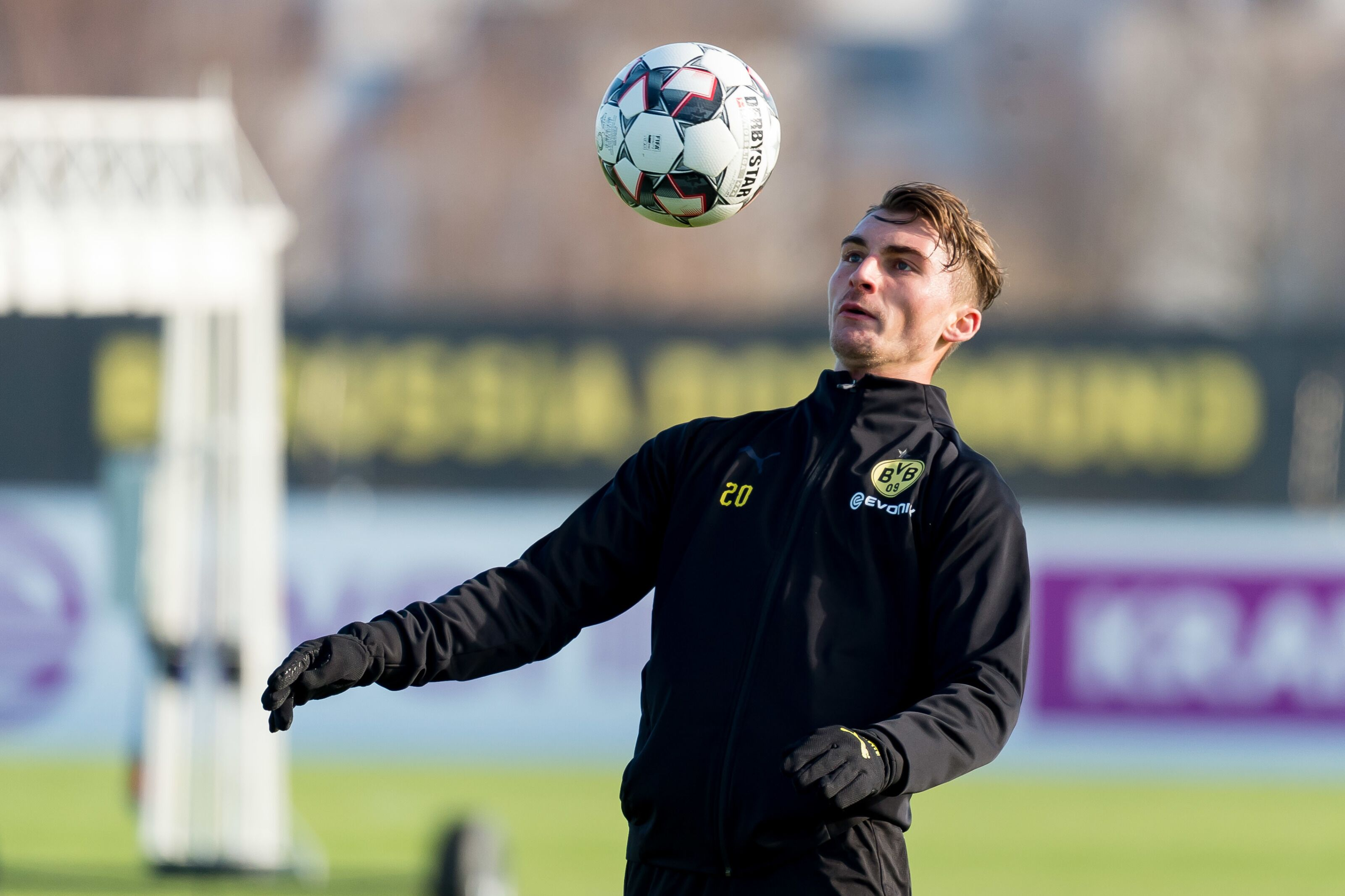 Reports: Maximilian Philipp expected to leave Borussia Dortmund for Wolfsburg