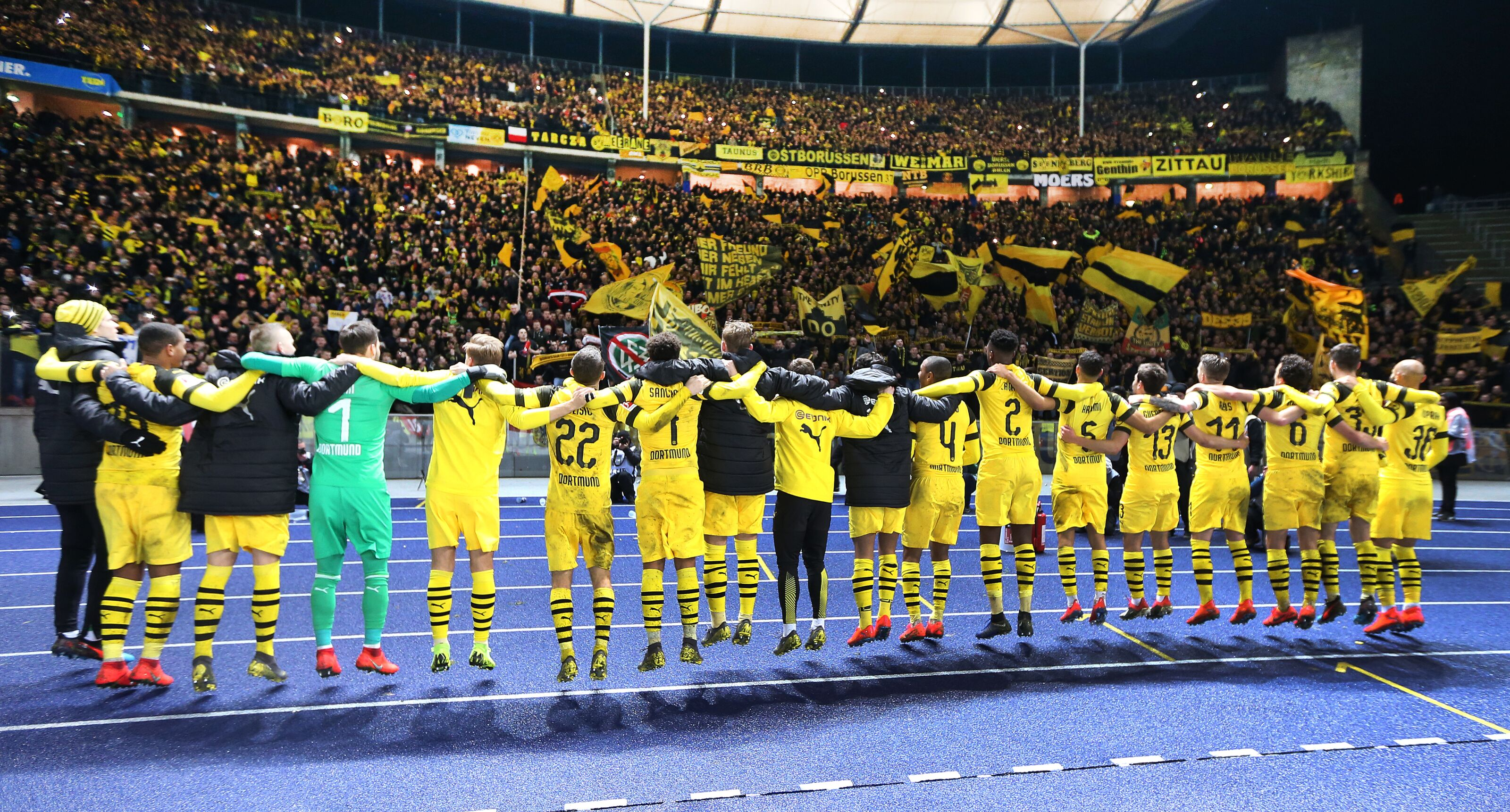 Bundesliga Roundup: Borussia Dortmund score late winner to earn 3 points in Berlin