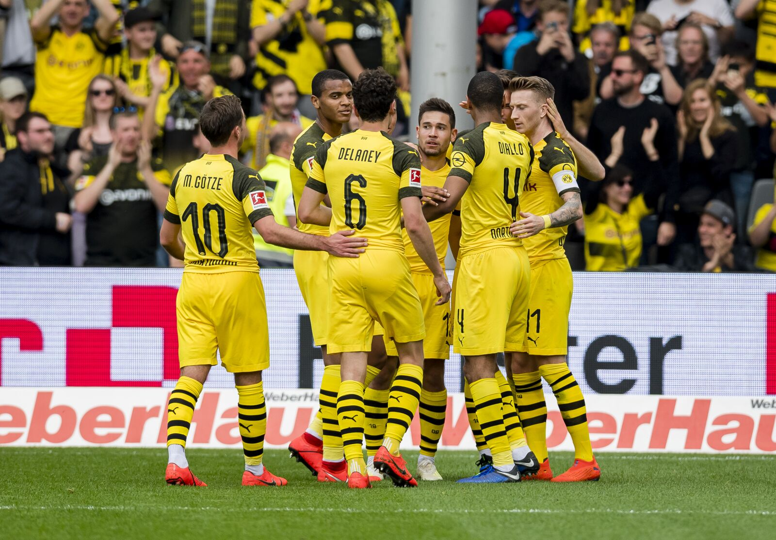 Bundesliga Roundup: Borussia Dortmund cruise past Freiburg to keep pressure on Bayern