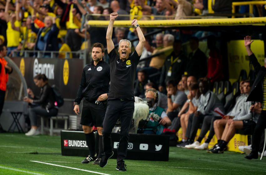 Head coach Lucien Favre of Borussia Dortmund
