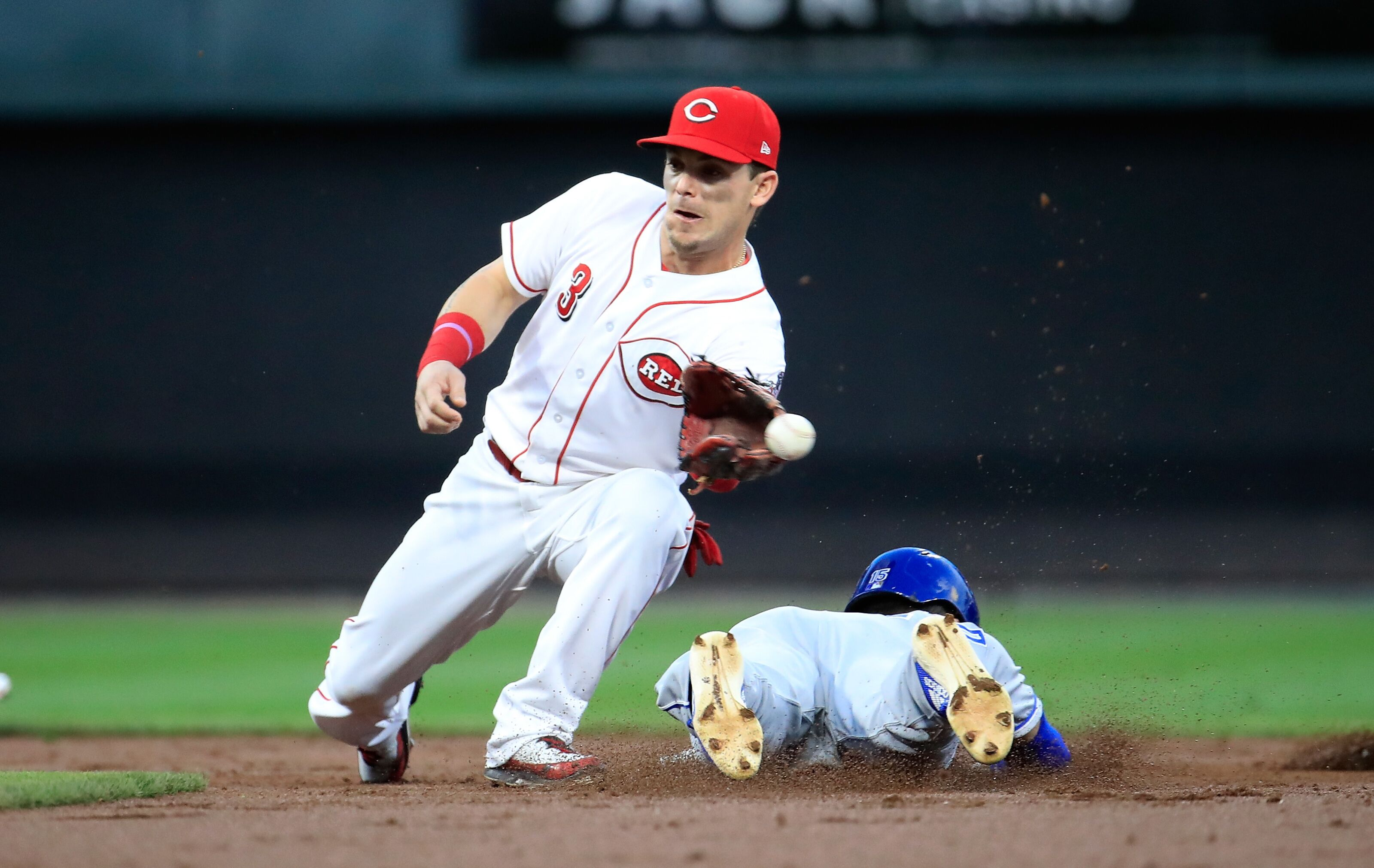 Why haven't the Cincinnati Reds extended Scooter Gennett?