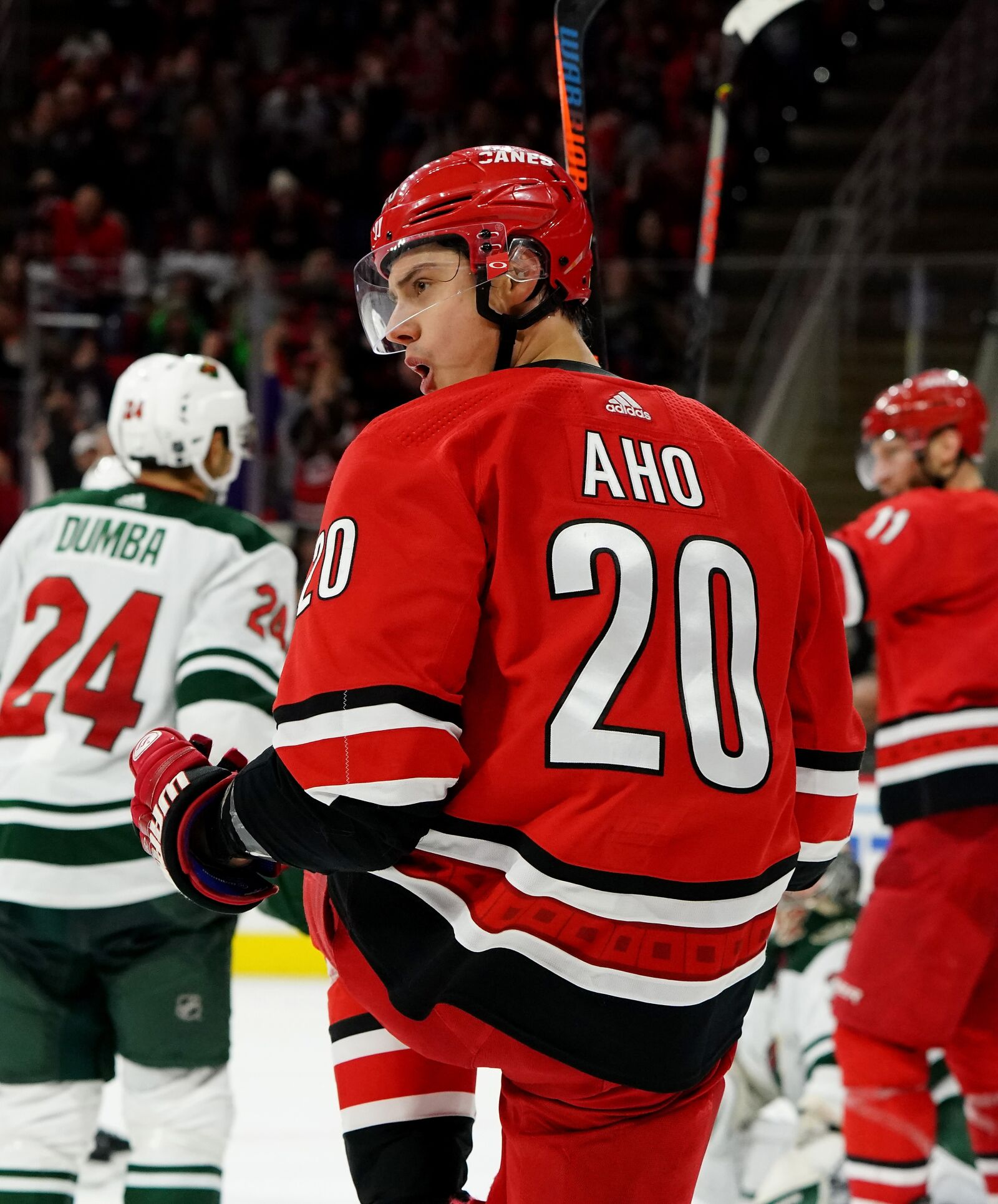 Fantasy Picks and Betting Odds for the Carolina Hurricanes at Edmonton Oilers