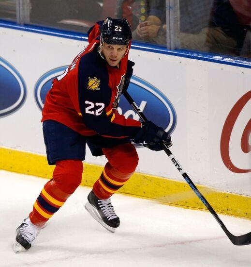 Boston Bruins: Adam McQuaid Fights Shawn Thornton