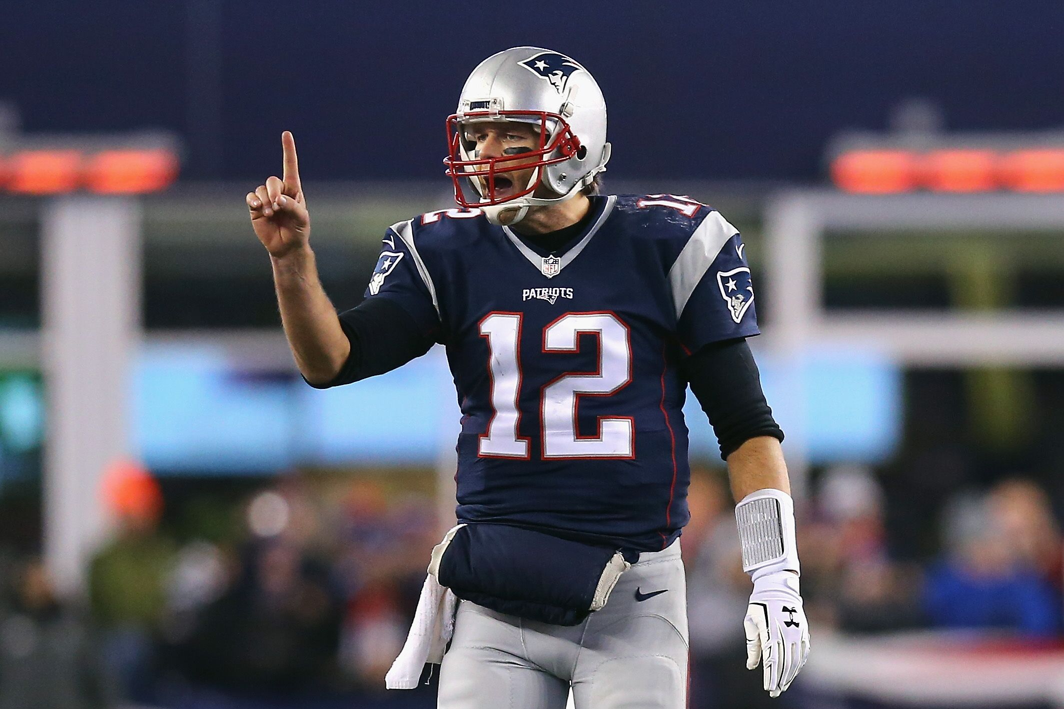 tom brady spends time with throwing coach during playoff - HD1600×900