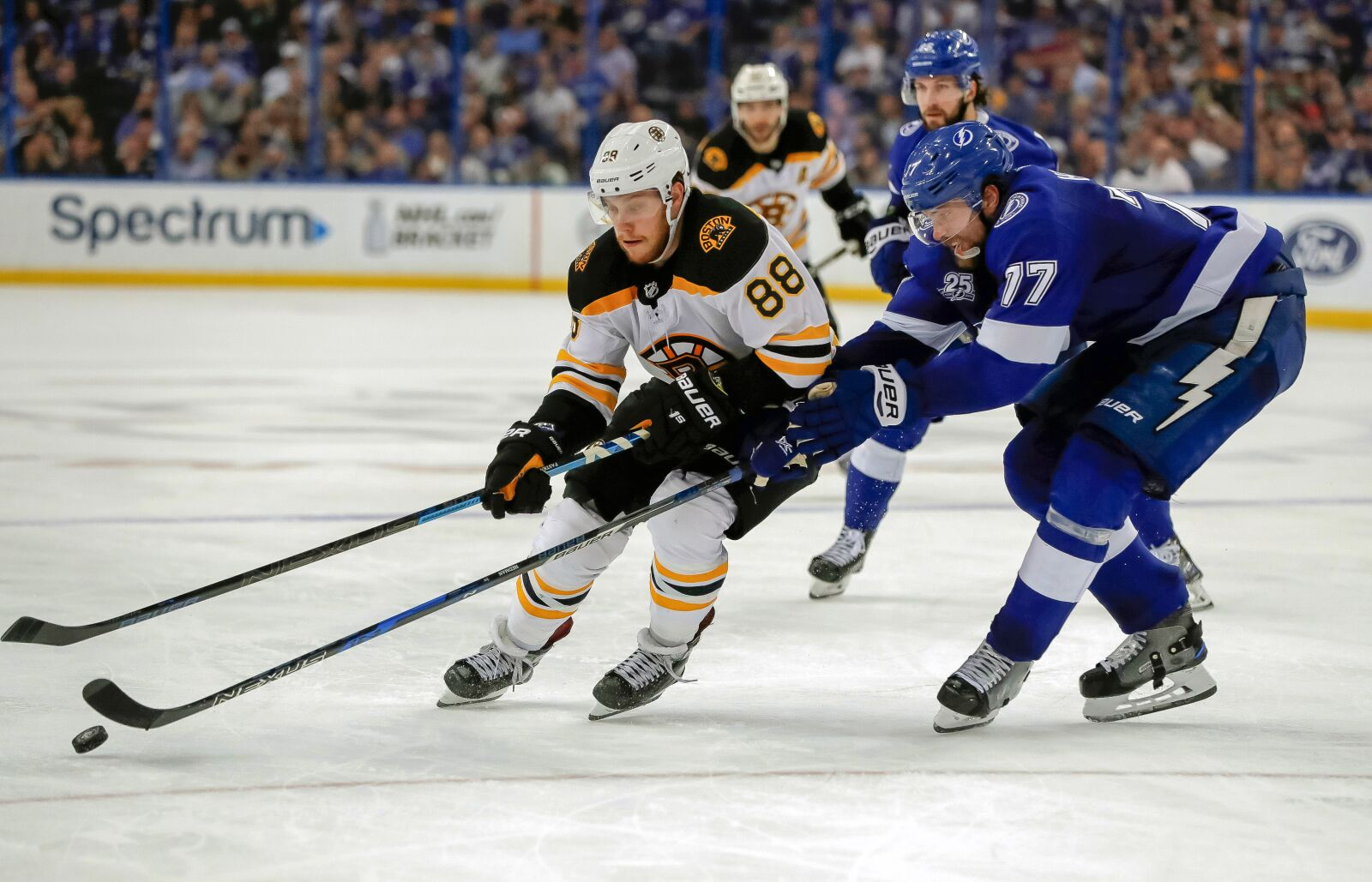 942424920-boston-bruins-v-tampa-bay-lightning.jpg