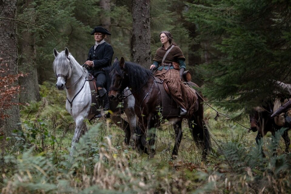 What do the producer credits for Caitriona Balfe and Sam Heughan mean for Outlander Season 5?