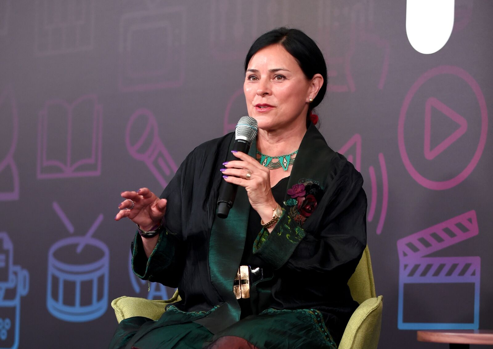 Why Diana Gabaldon is happy Caitriona Balfe and Sam Heughan are producers