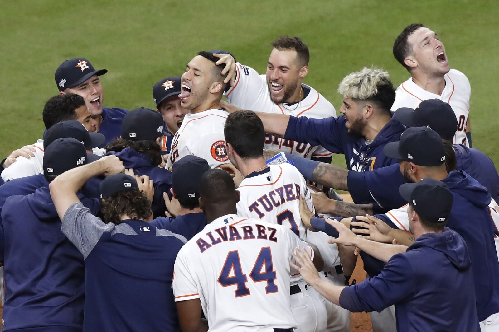 Astros: Solid pitching and the bat of Carlos Correa even up series