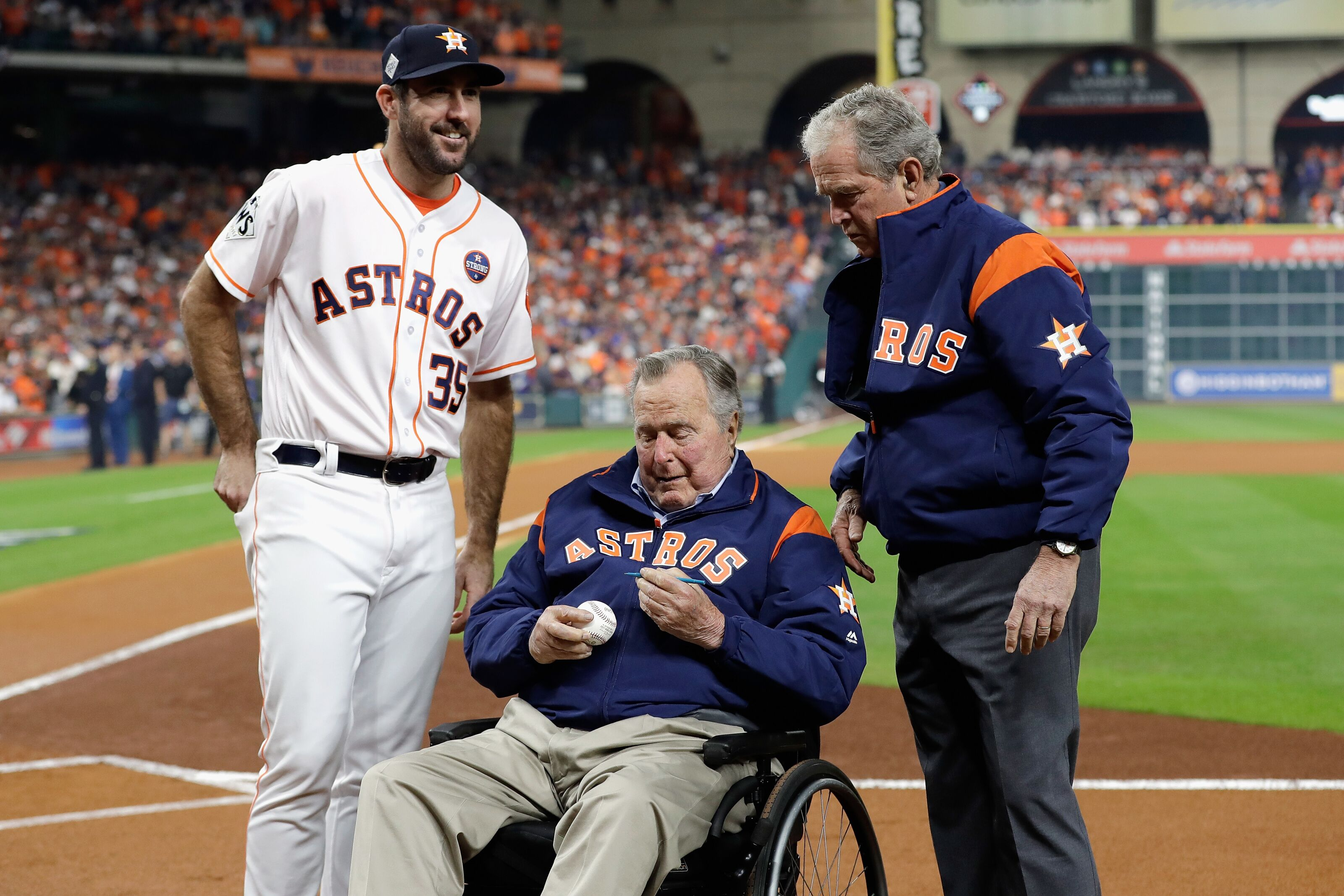 George H W Bush Mourned By Astros Fans Players And Front Office