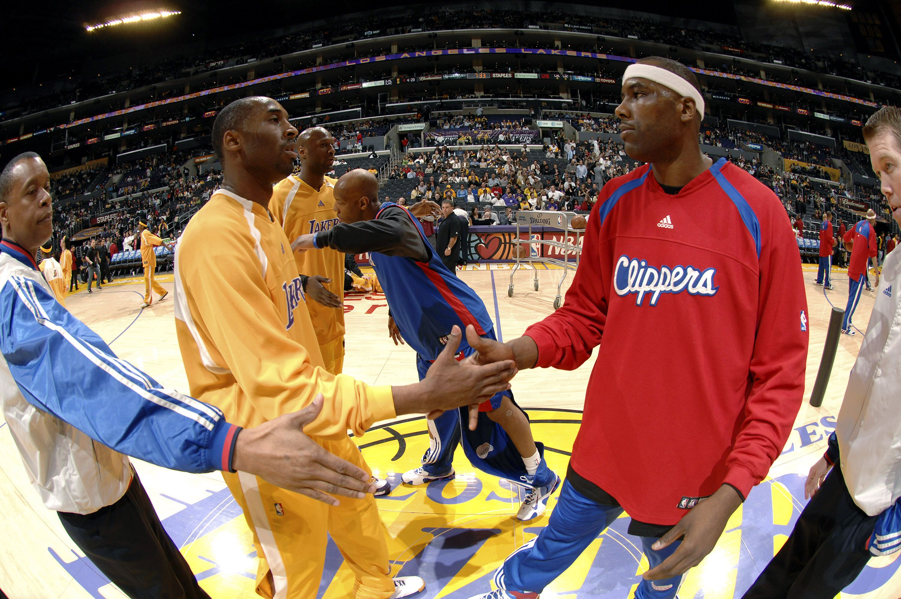 73871422-los-angeles-clippers-v-los-angeles-lakers.jpg